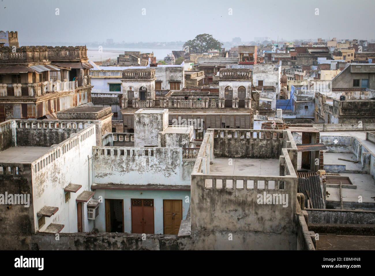 Vue de dessus de toit et maisons de la ville de Varanasi Photo Stock