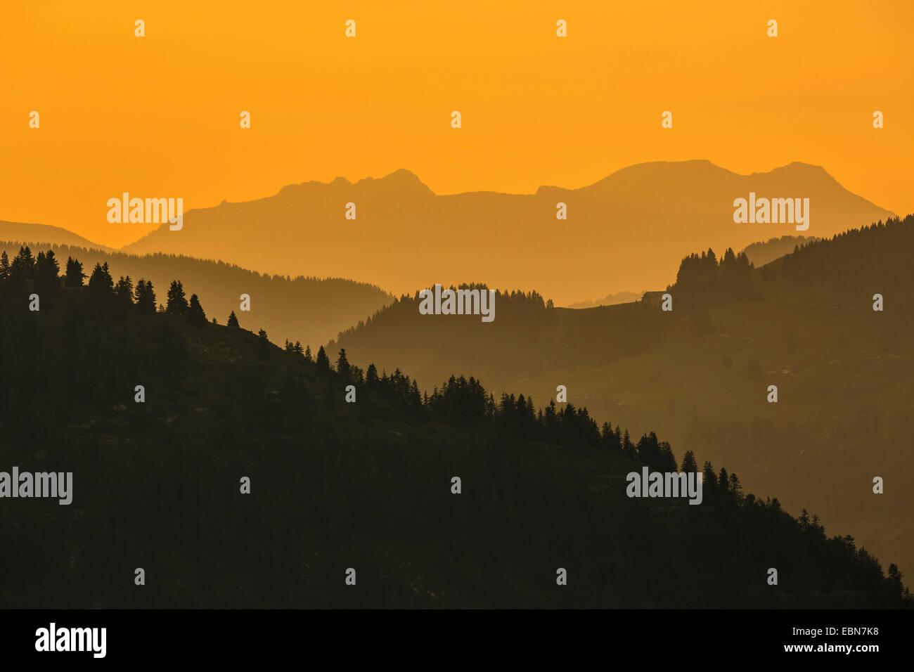 Lumière du soir dans les Alpes, l'Autriche, le Tyrol, Kaisergebirge Photo Stock