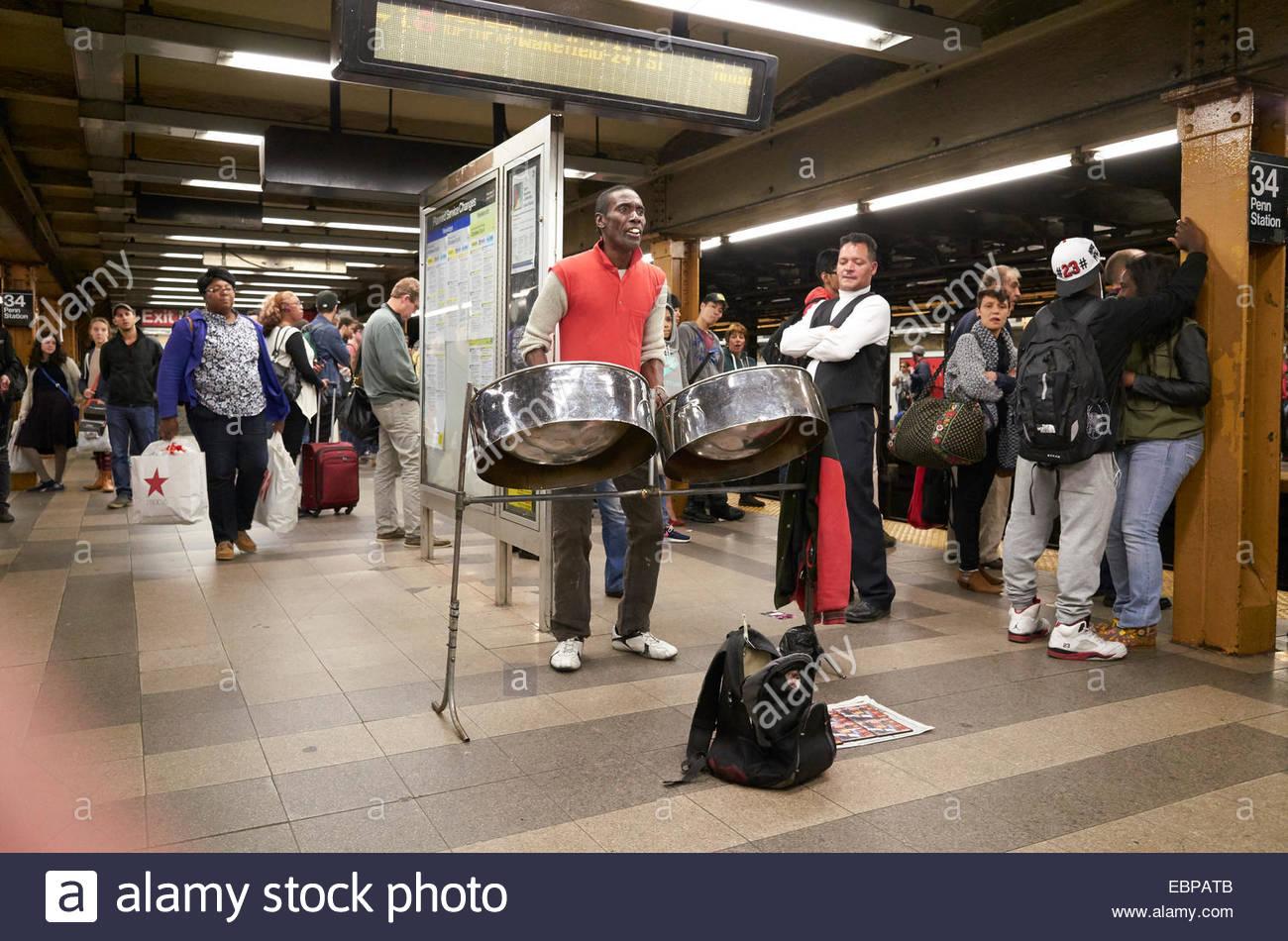 Les passagers de train de métro de New York à Manhattan Banque D'Images