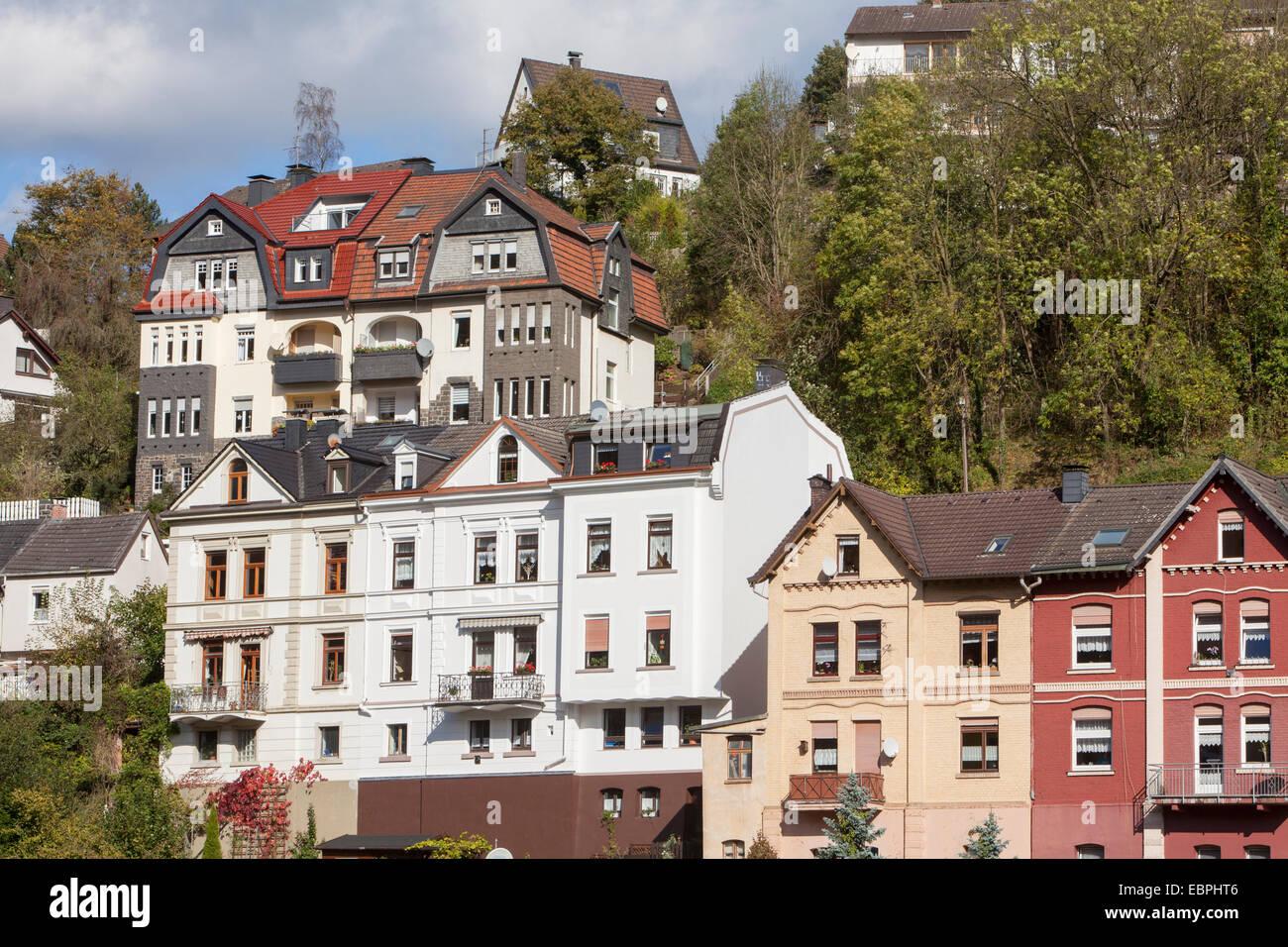 Immeuble résidentiel, Altena, Lennetal Maerkischer, Kreis, Sauerland, Rhénanie du Nord-Westphalie, Allemagne, Photo Stock