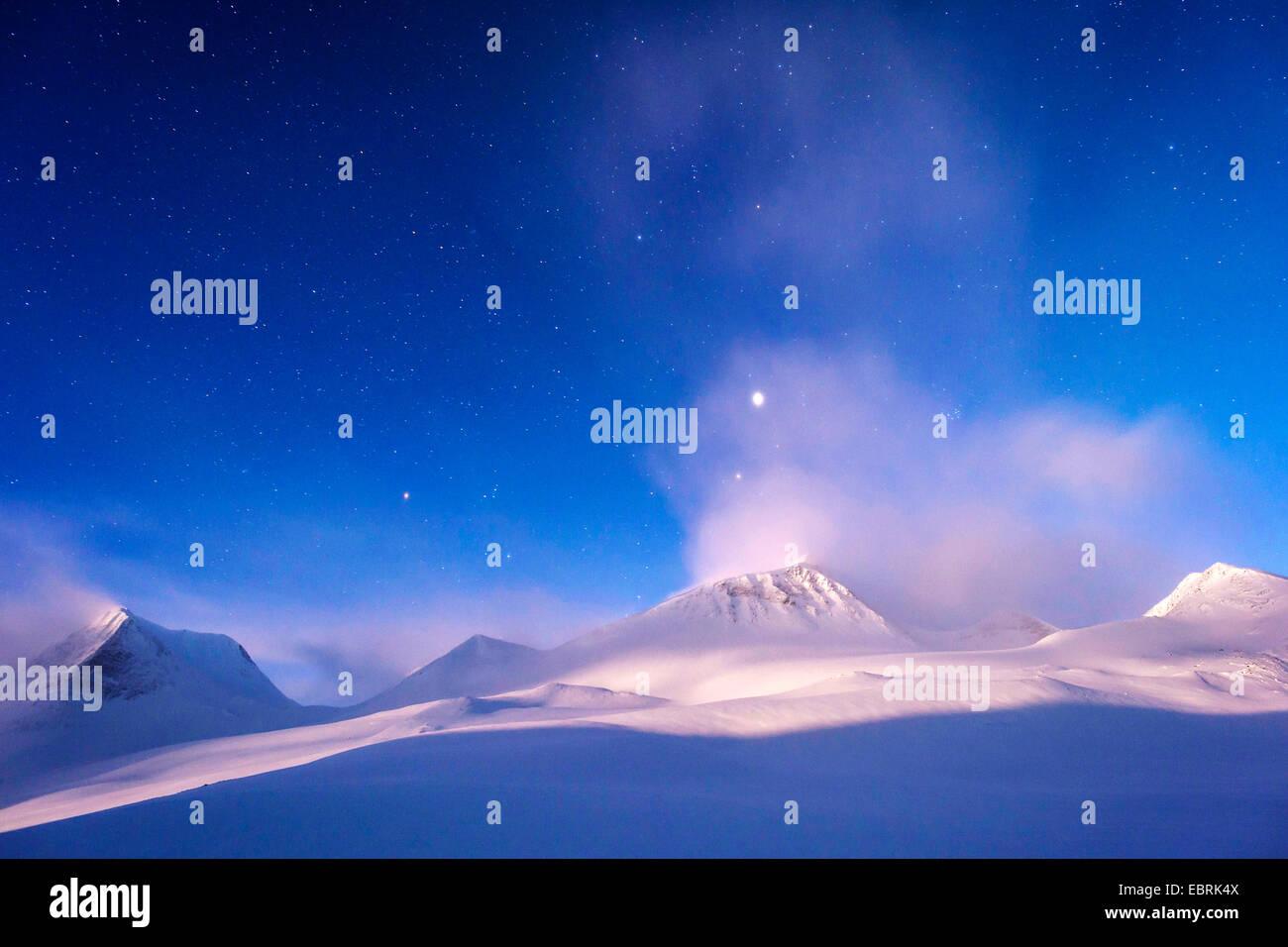 Montagnes à l'Stuor Reaiddavaggi dans la vallée de la lune, la Suède, la Laponie, Kebnekaisefjaell Banque D'Images
