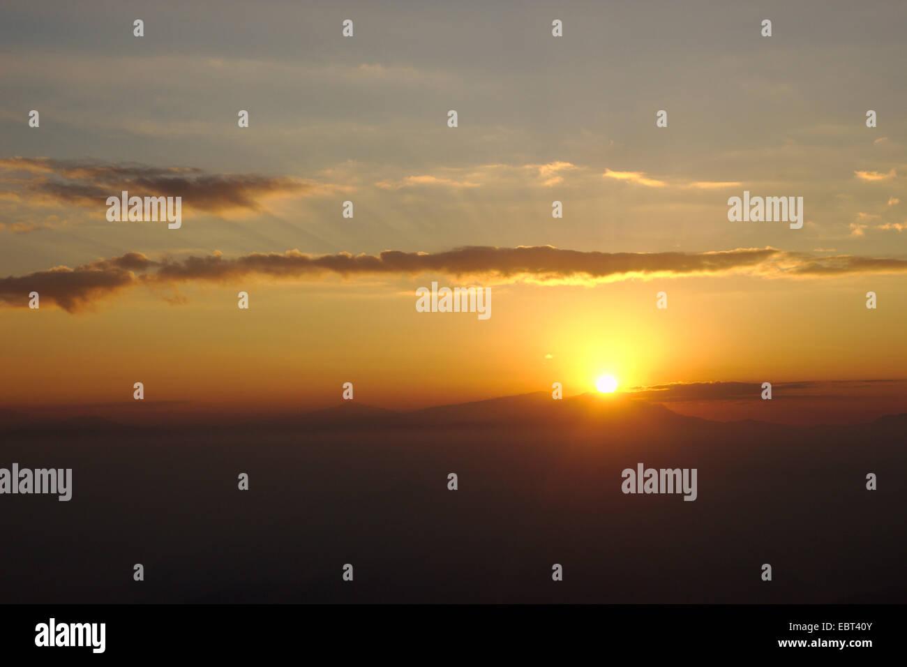 Coucher du soleil en Himalaya, Népal, Nagarkot Photo Stock