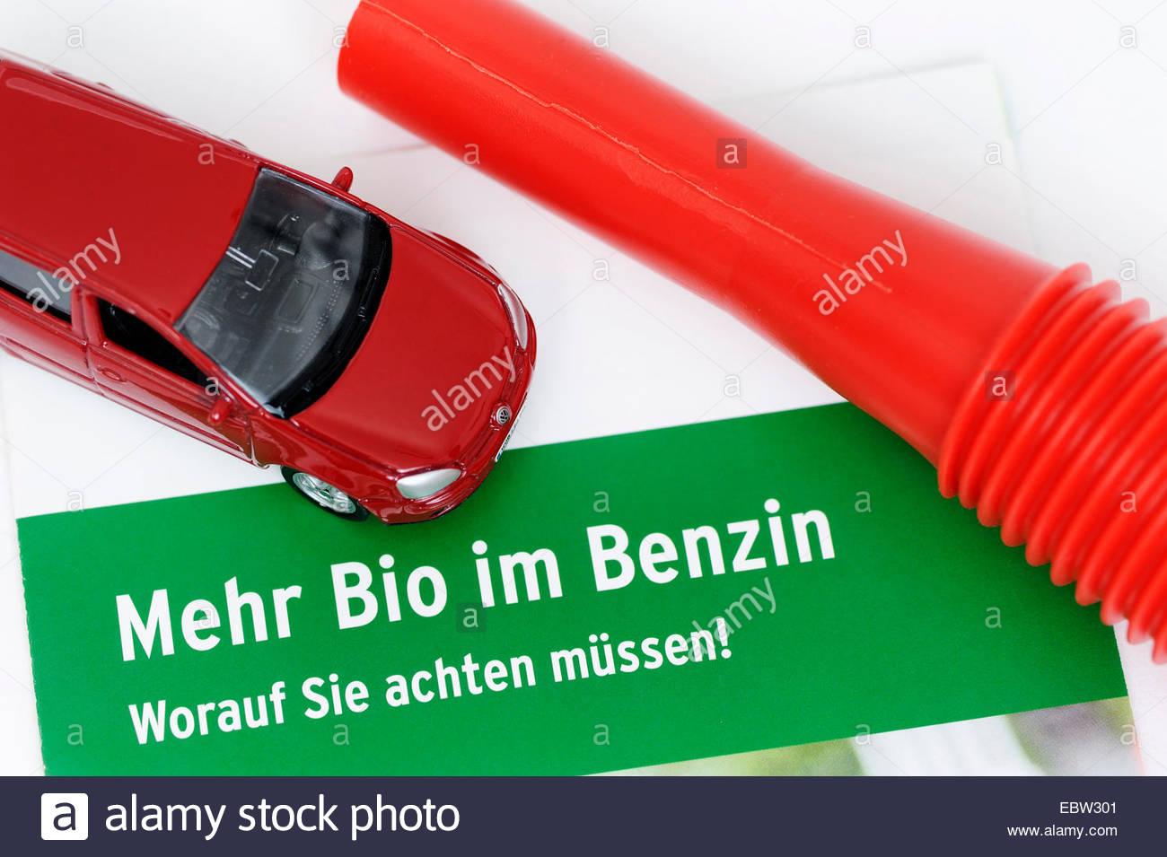 Miniature de voiture et brochure de nouveau l'essence E10 Photo Stock