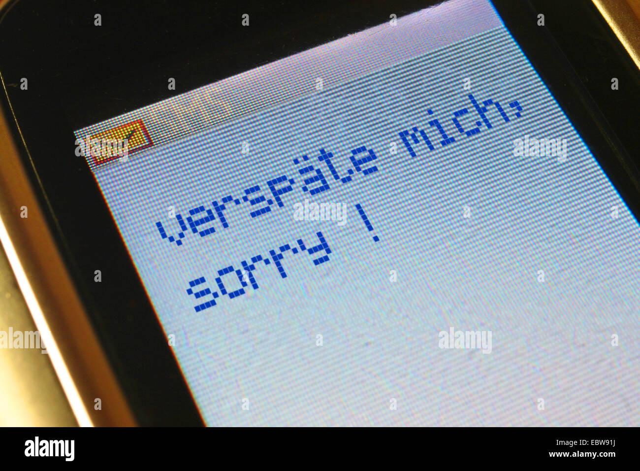 SMS en allemand je suis en retard, désolé, Verspaete mich. désolé Photo Stock