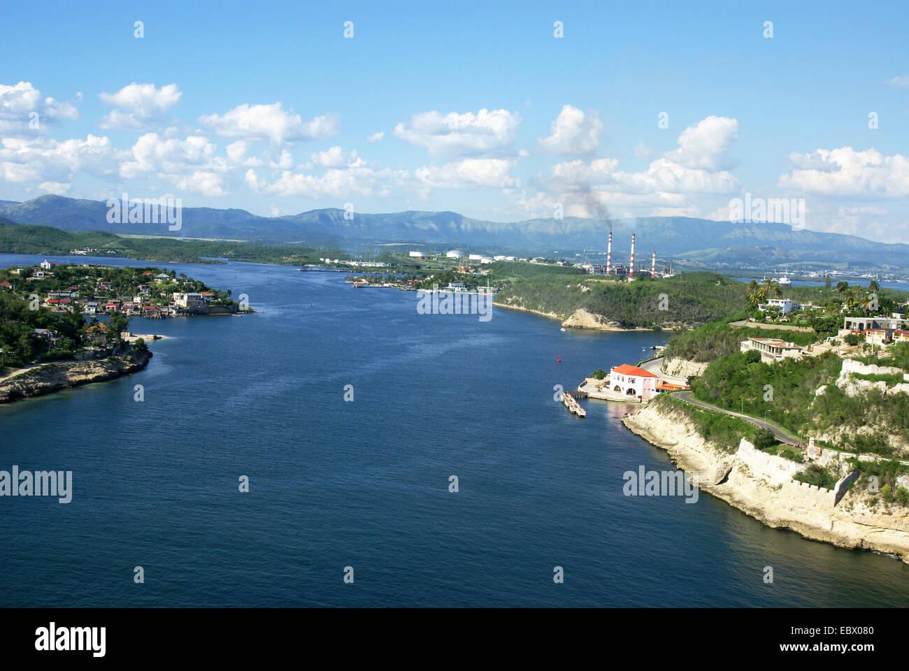 La baie de Santiago de Cuba, Cuba vu du Castillo de San Pedro del Morro fortress Photo Stock