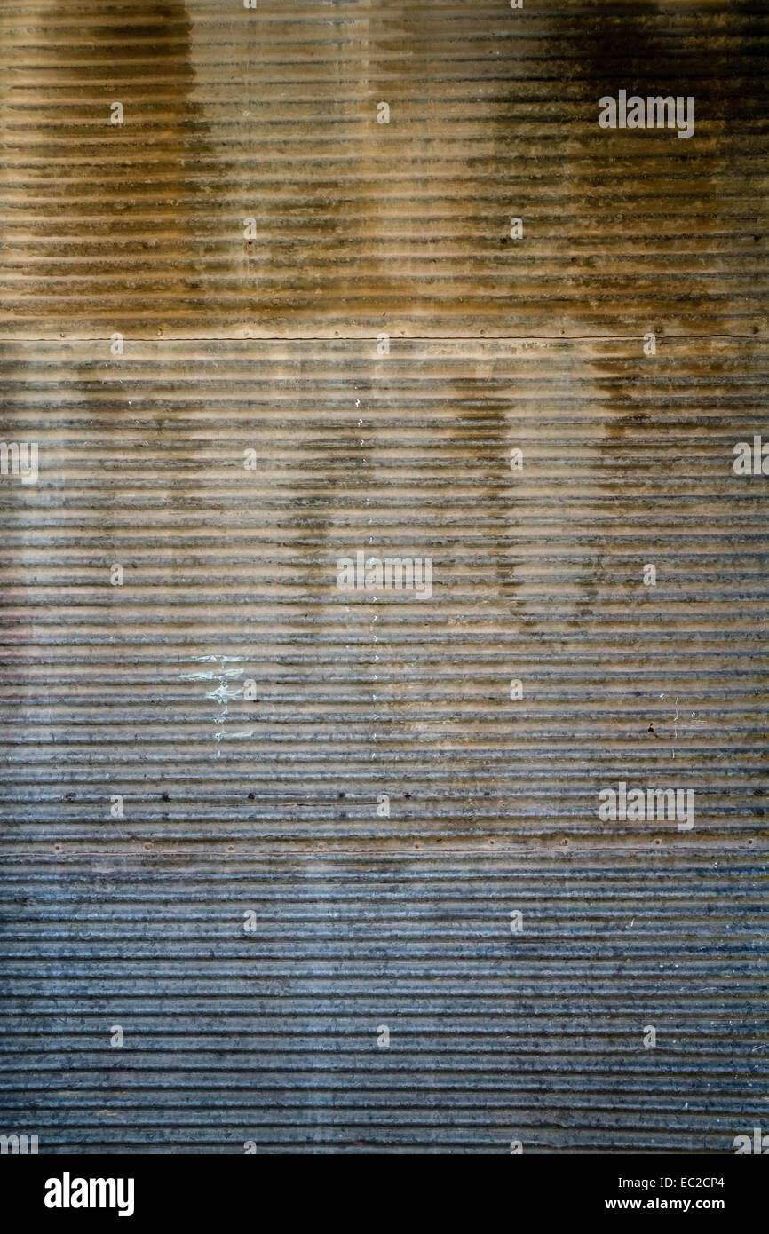 La texture de la porte rouillée un vieux mur et porte de garage Banque D'Images