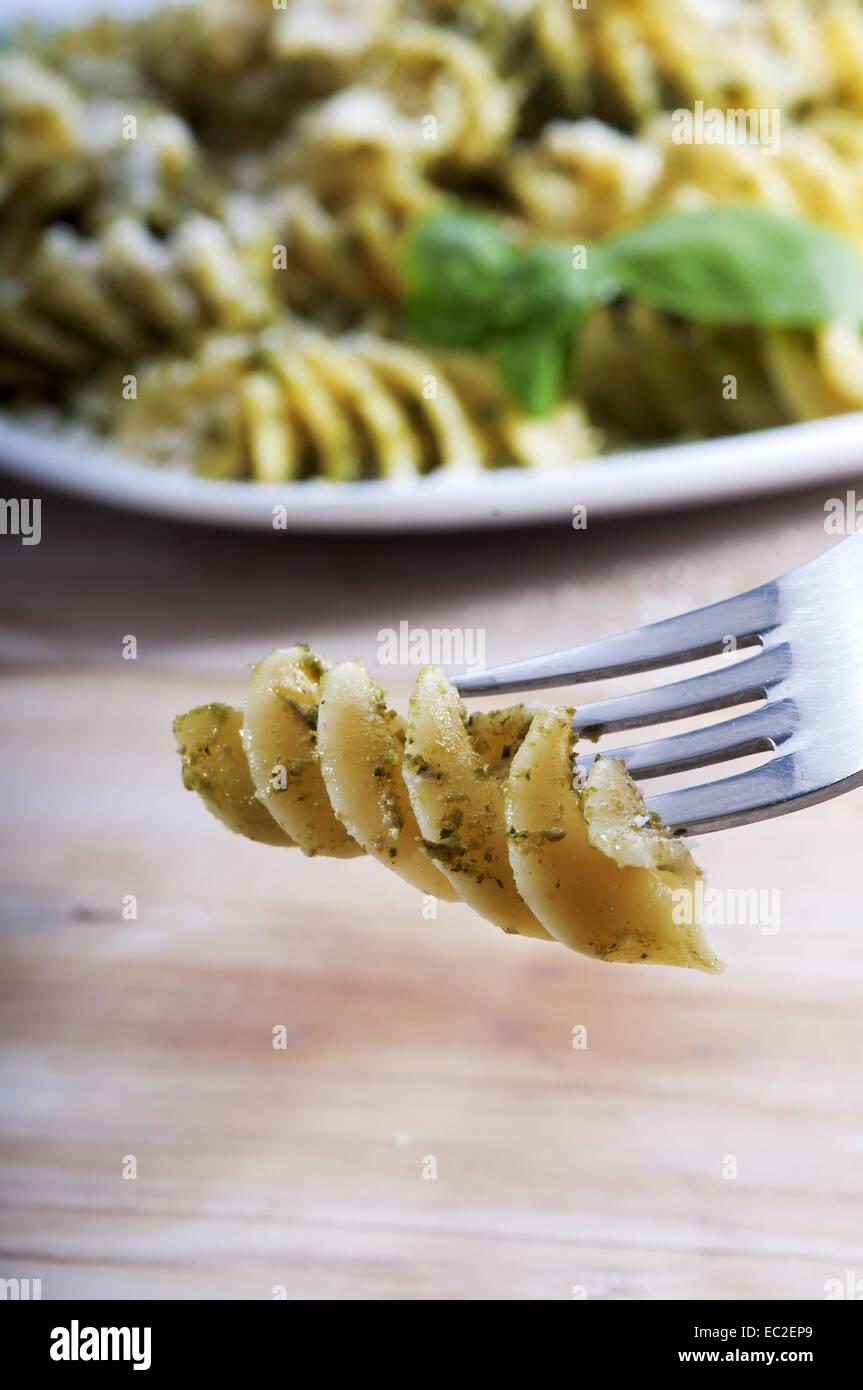 Plat De Pates Au Pesto Genovese Avec Le Basilic L Huile D Olive L