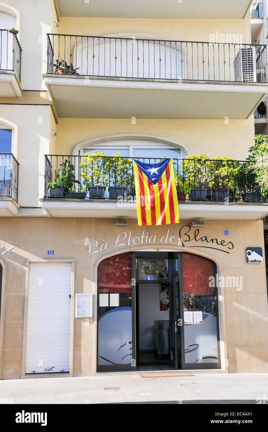 Drapeau Catalan photographié à Lloret de Mar, Costa Brava, Espagne Photo Stock