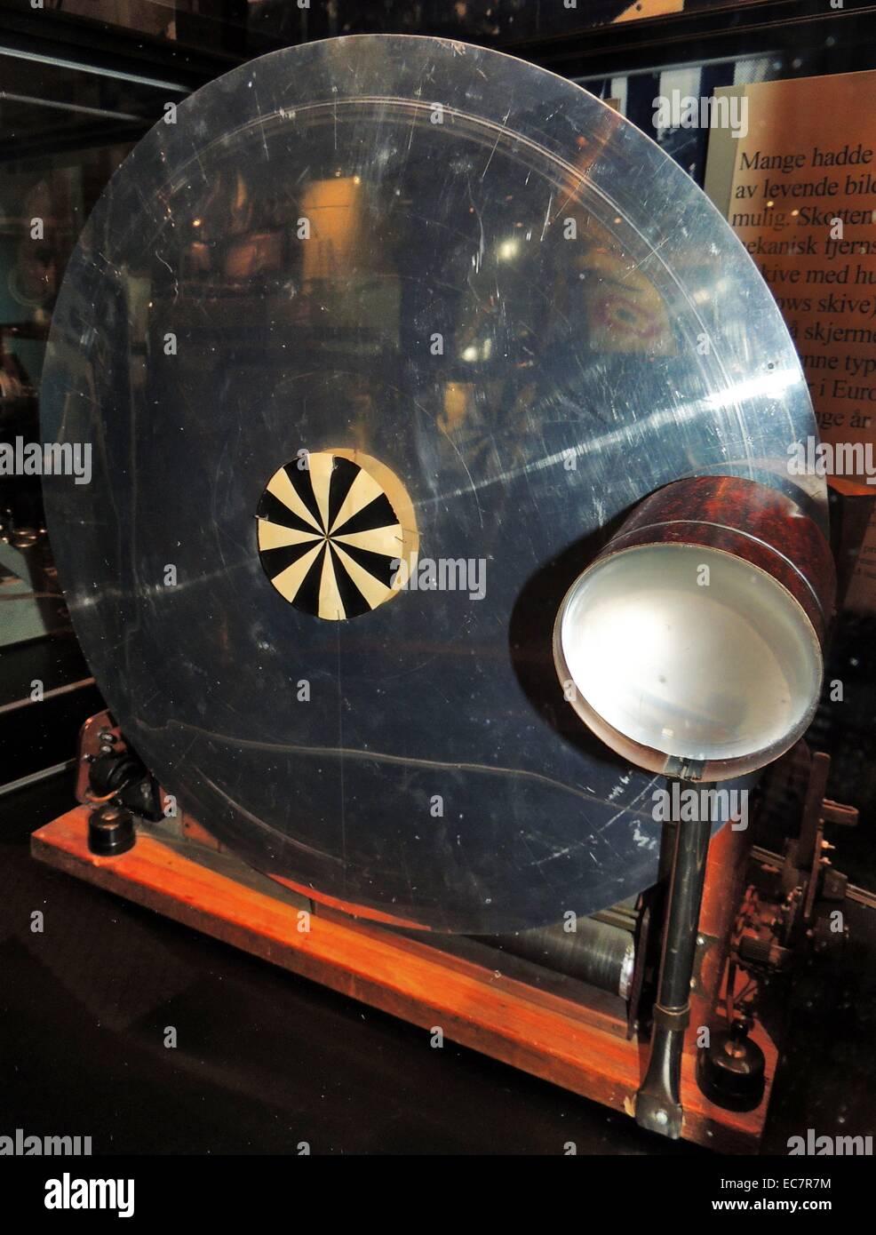 Récepteur de télévision à partir de 1928. Baird système électromécanique avec rotation disque de Nipkow. L'écran est divisé en 30 lignes de hauteur. Banque D'Images