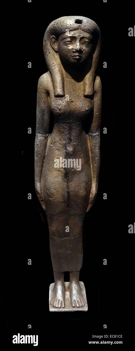 La déesse Isis dans la croyance religieuse de l'Égypte ancienne, dont le culte se propager dans tout le monde gréco-romain. Isis est souvent représentée comme la mère d'Horus, à tête de faucon de la déité. Banque D'Images