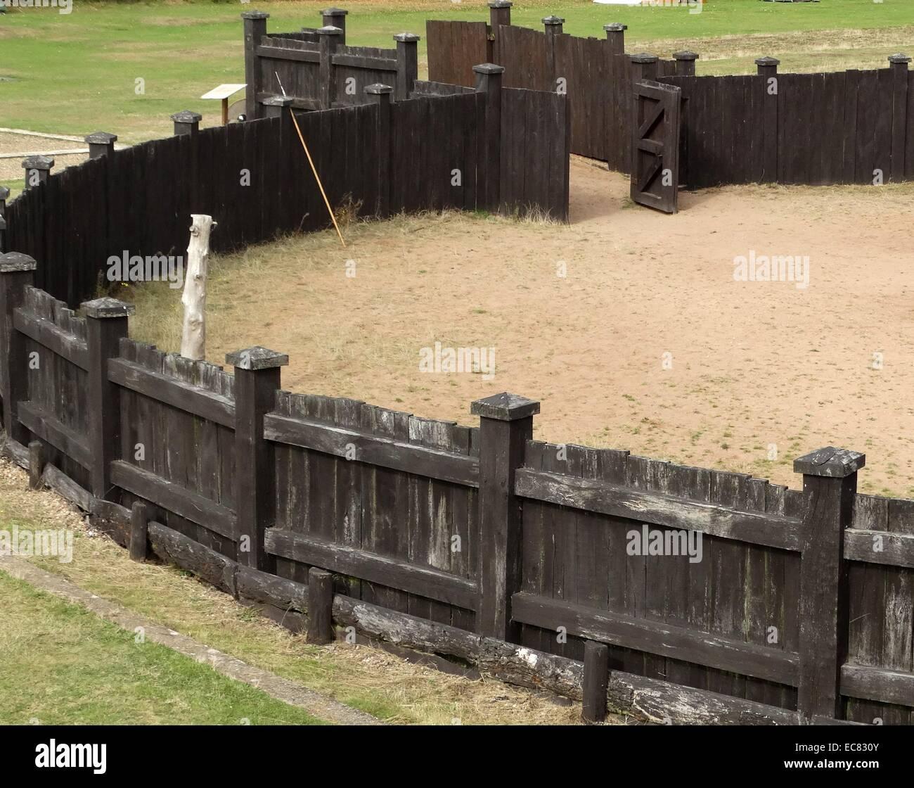 Le denté (utilisés pour la formation des chevaux) à l'intérieur de la Lunt Roman Fort Photo Stock