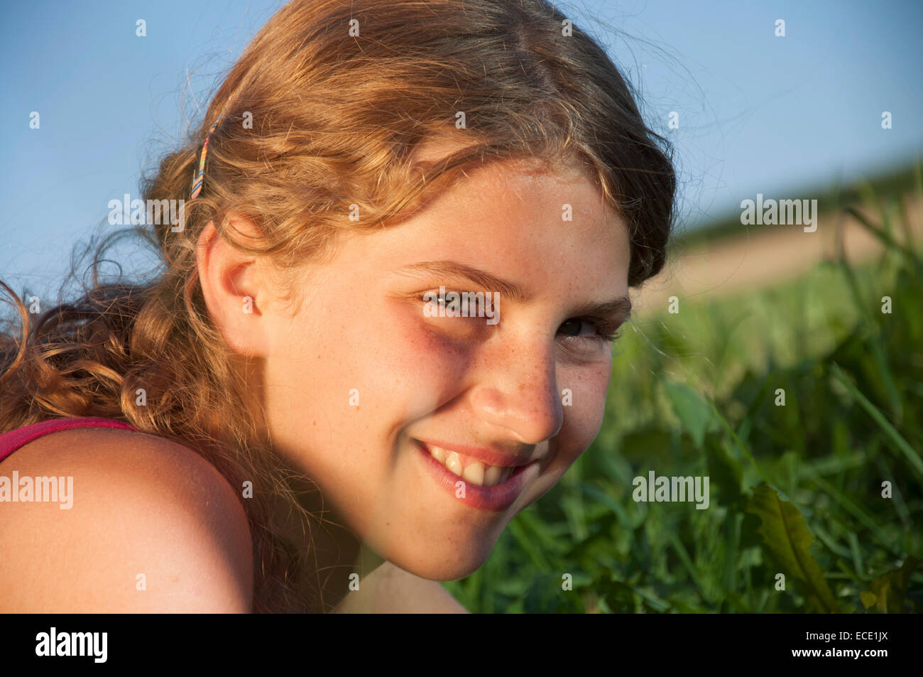 Portrait of a Girl (12-13) in field, close-up Photo Stock