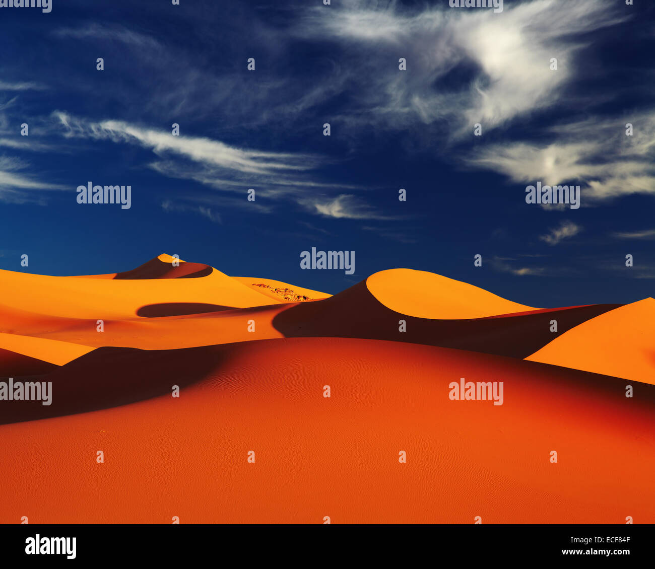 Dune de sable du désert du Sahara au coucher du soleil, Tadrart, Algérie Photo Stock