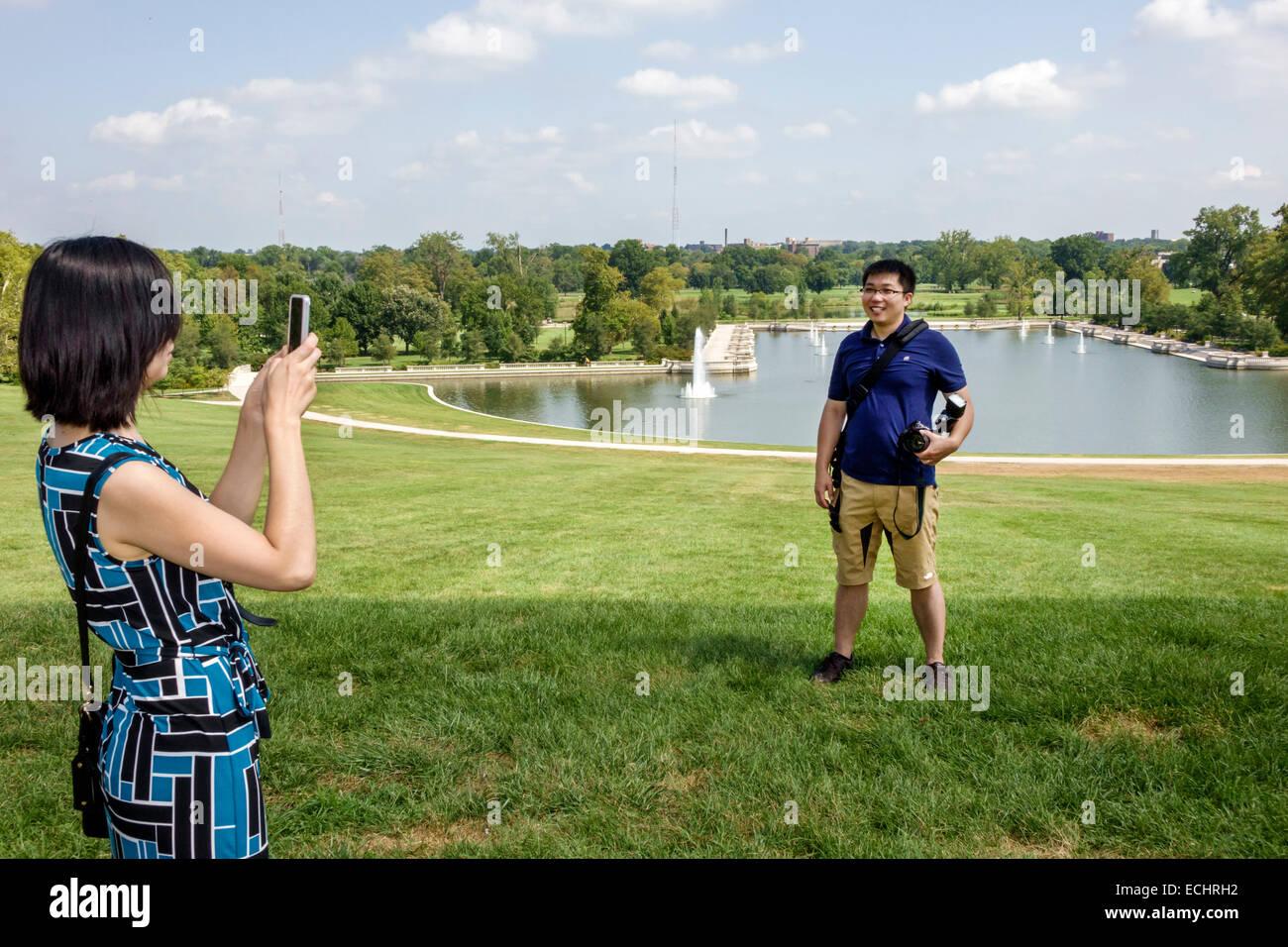 Saint Louis Missouri Saint Forest Park park Art public urbain Hill Emerson Grand fontaine bassin lawn arbres paysagers Photo Stock