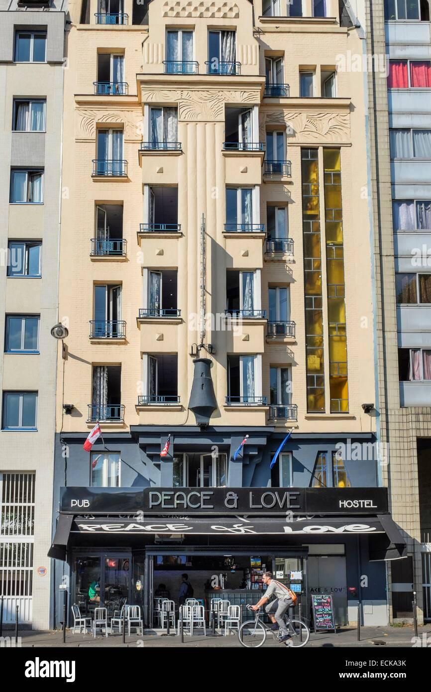 France, Paris, rue La Fayette, de paix et d'amour Hostel, auberge avec vue sur canal Saint-Martin Banque D'Images