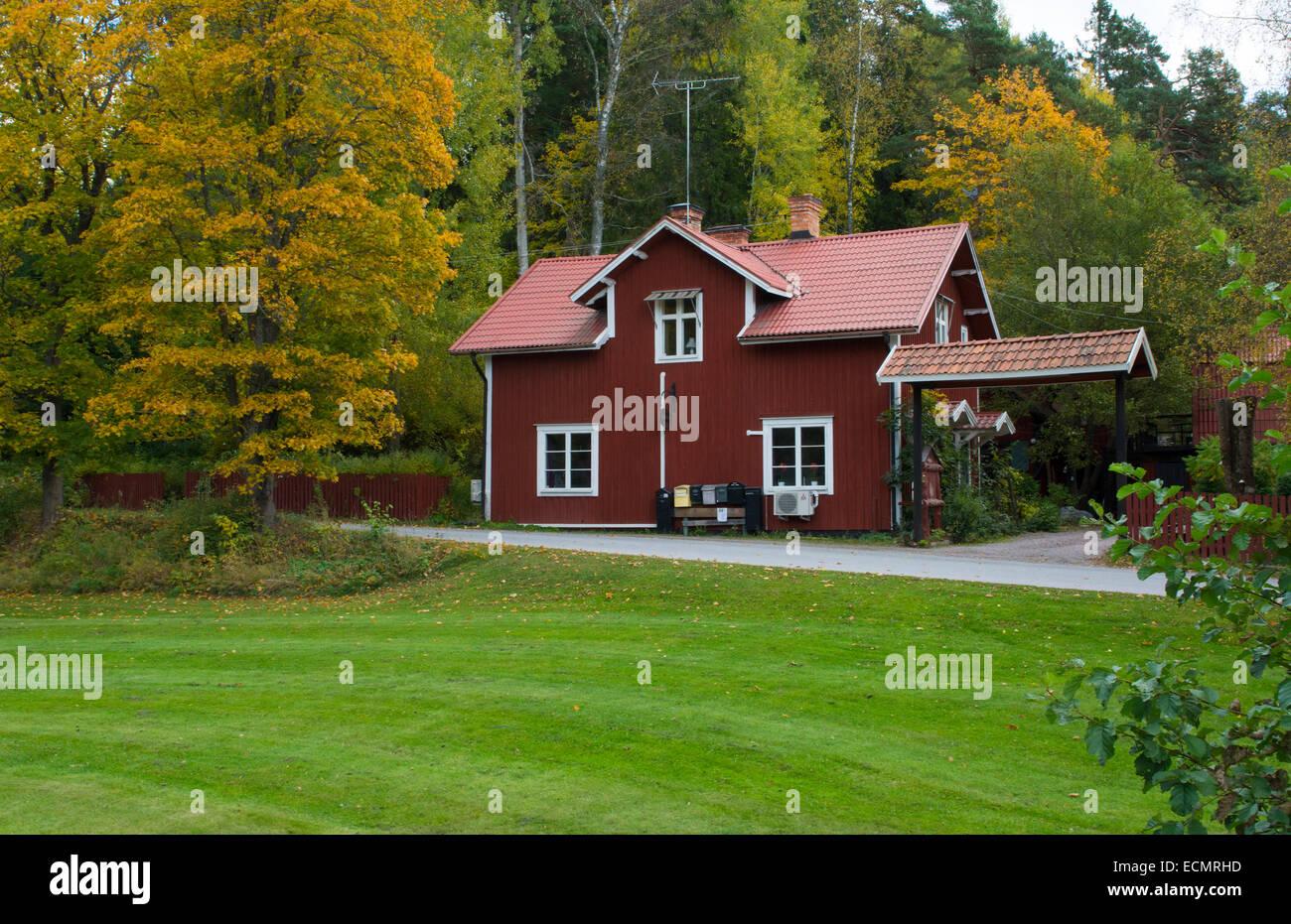 Tumba suède rouge accueil en milieu rural au sud de Stockholm, MR-40 Photo Stock
