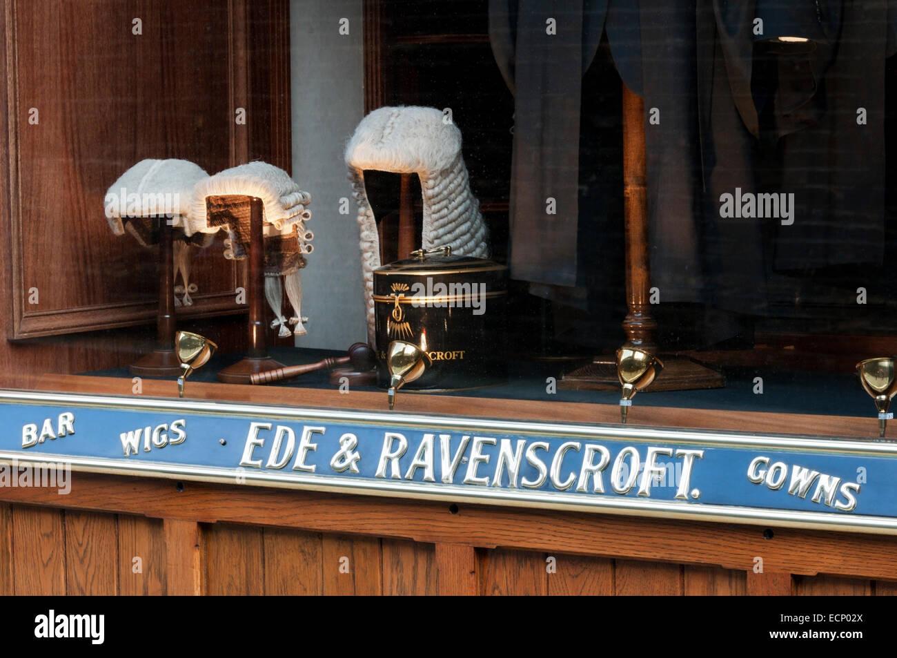 Perruques Barristers' dans la fenêtre d'Ede & Ravenscroft, Londres. Photo Stock