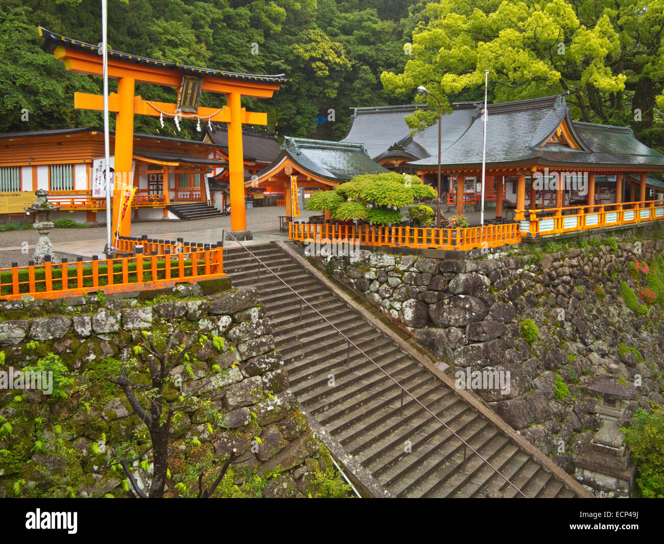 Torri gate à Kumano Nachi Taisha Grand culte, sur la route de pèlerinage de Kumano Kodo, péninsule Photo Stock