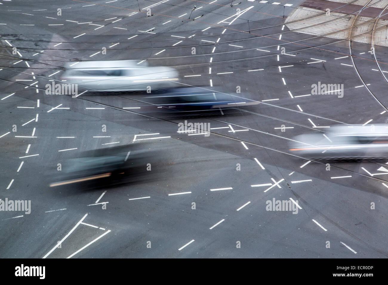 Grand Road intersection, le marquage routier pour diverses voies de virage, Photo Stock