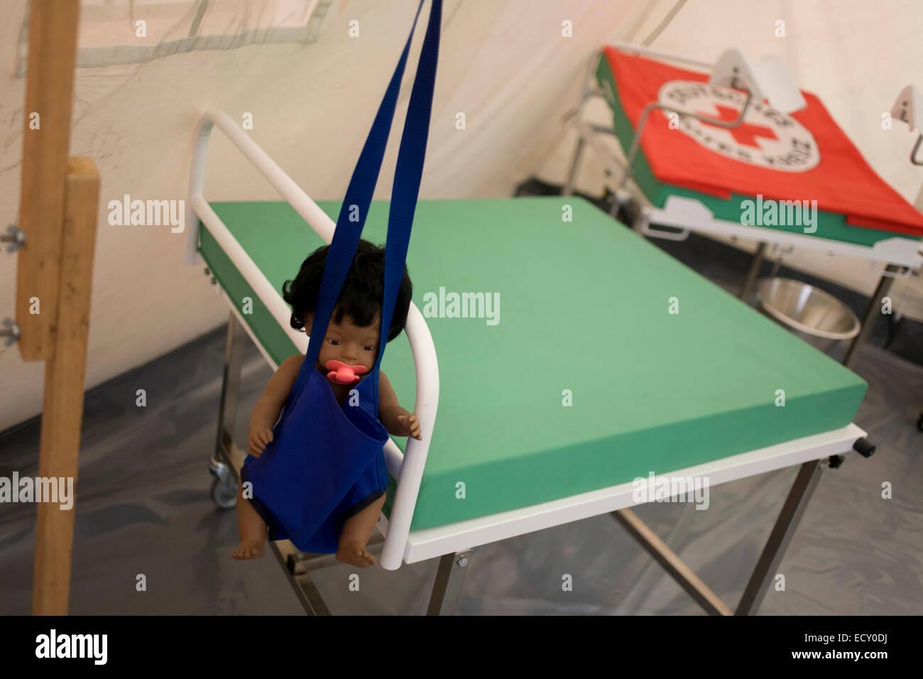 Maquette tente de maternité en fournitures d'urgence, de l'entrepôt (Deutsches Rotes Kreuz DRK Photo Stock