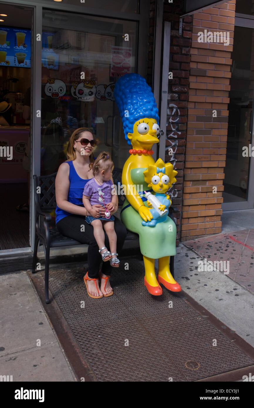 La mère et l'enfant avec Marge et Maggie Simpson caractères. Photo Stock