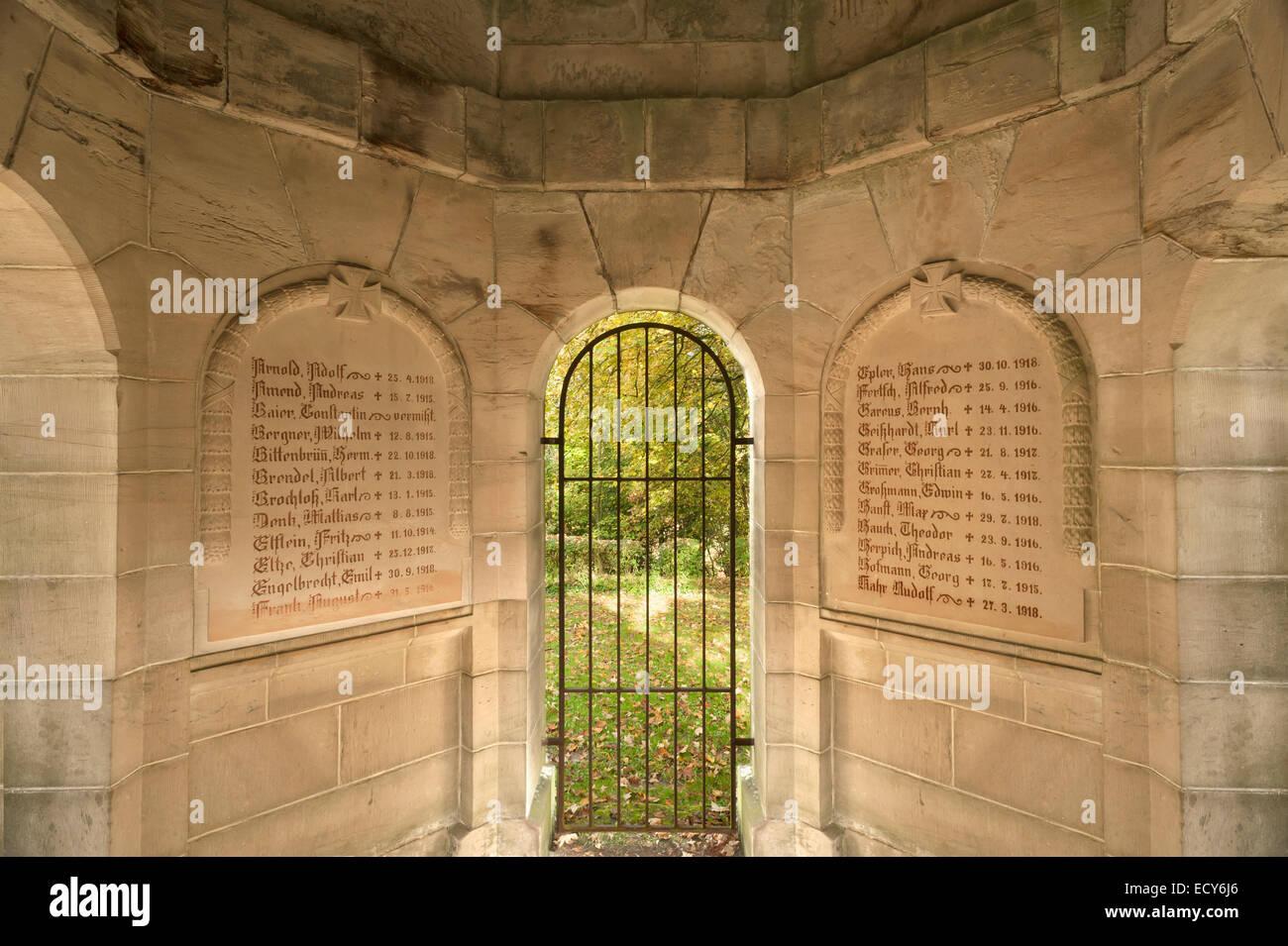 Plaques, Mémorial de la guerre de la Première Guerre mondiale, Schlossberg, Königsberg in Bayern, Photo Stock