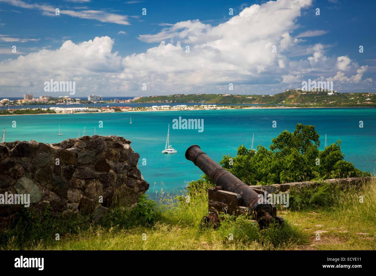 Fort Louis surplombant la baie de Marigot, Marigot, Saint Martin, Antilles Banque D'Images