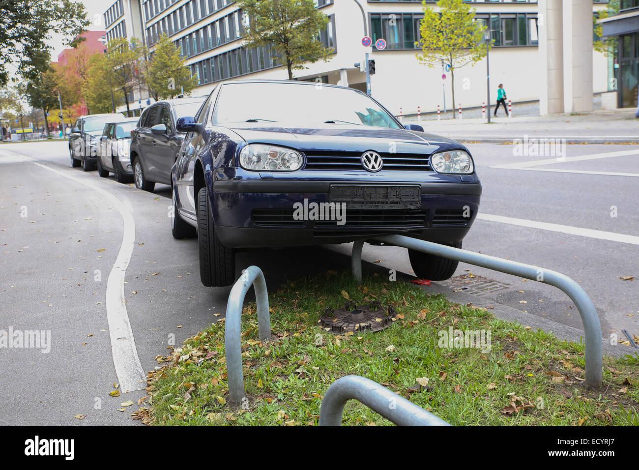 Parking voiture dr le banque d 39 images photo stock - Image voiture drole ...
