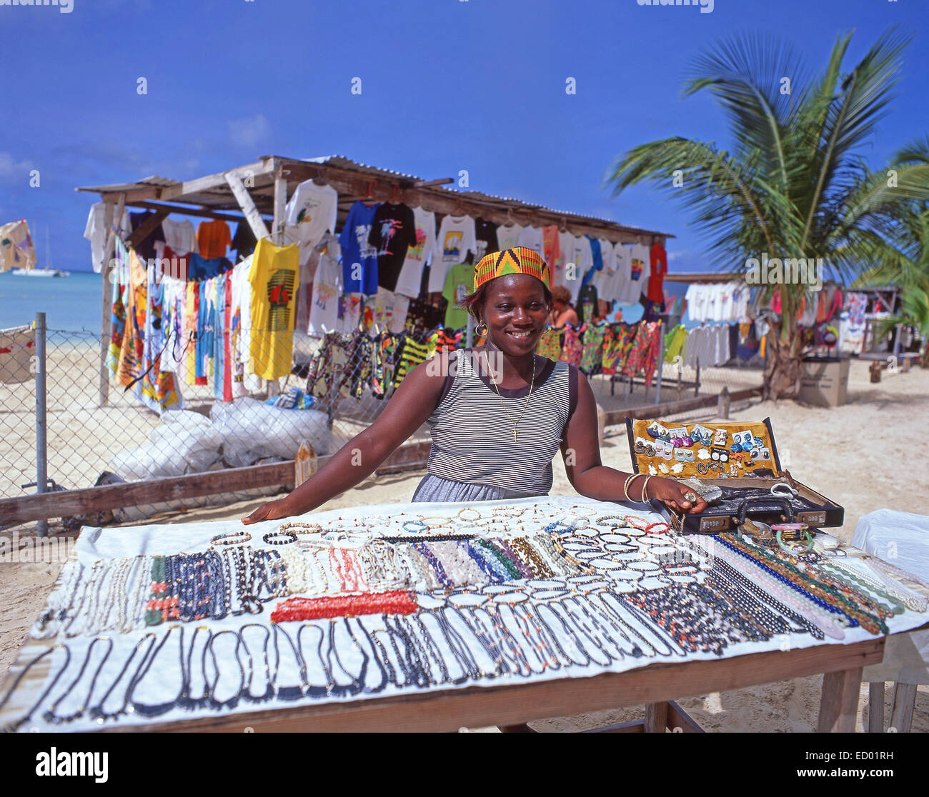 Bijoux de plage multicolores, décrochage Jolly Beach, paroisse de Saint Mary's, Antigua, Antigua et Barbuda, Photo Stock