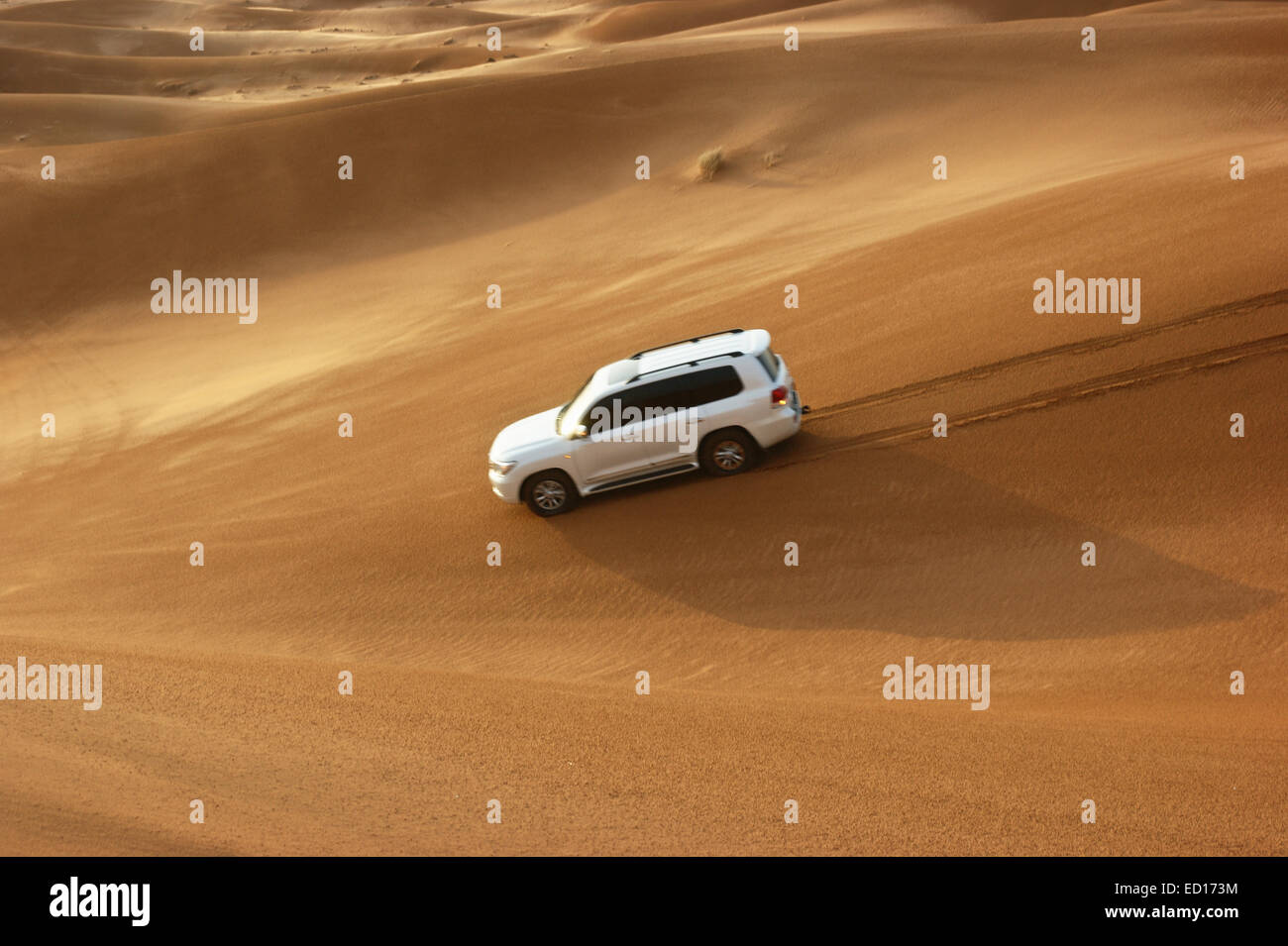 Safari en Jeep dans les dunes de sable du désert d'arabie Banque D'Images