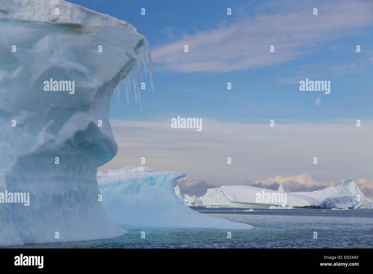 Cimetière près de l'Île Petermann Iceberg, l'Antarctique. Photo Stock