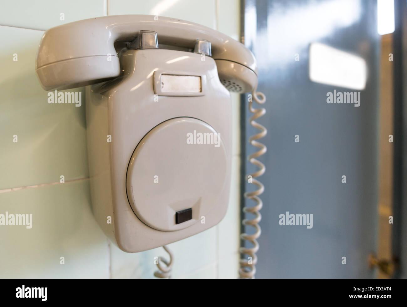 Ancien téléphone et porte de bureau Photo Stock
