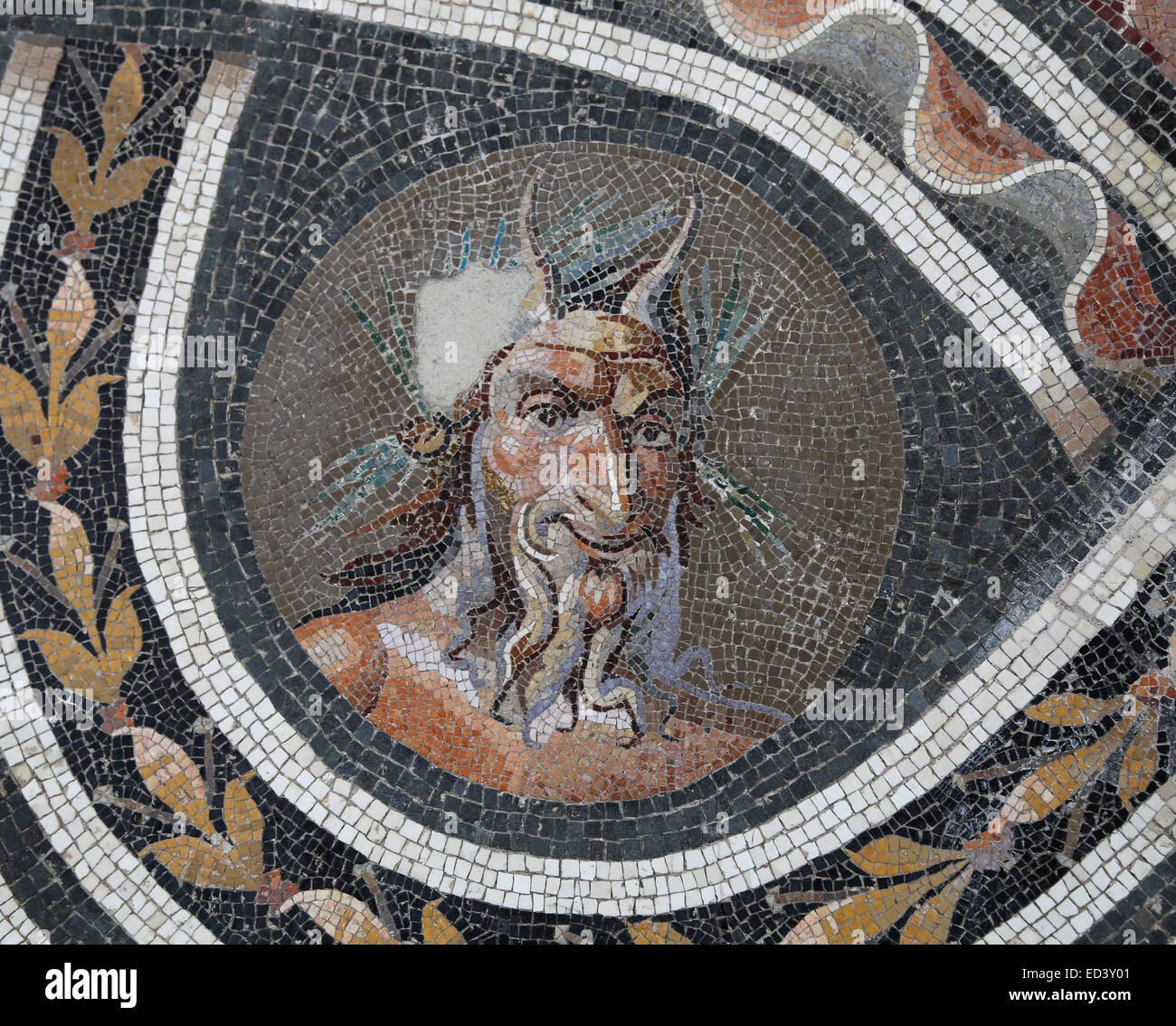 Pavé mosaïque avec la tête de Pan. Période d'Antonin, 138-192 siècle AD. Musée Photo Stock