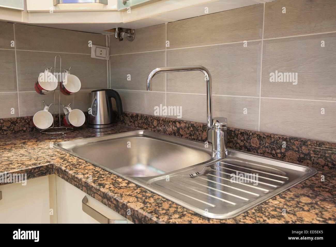 Robinet évier de cuisine avec comptoir de marbre et électrique à ...
