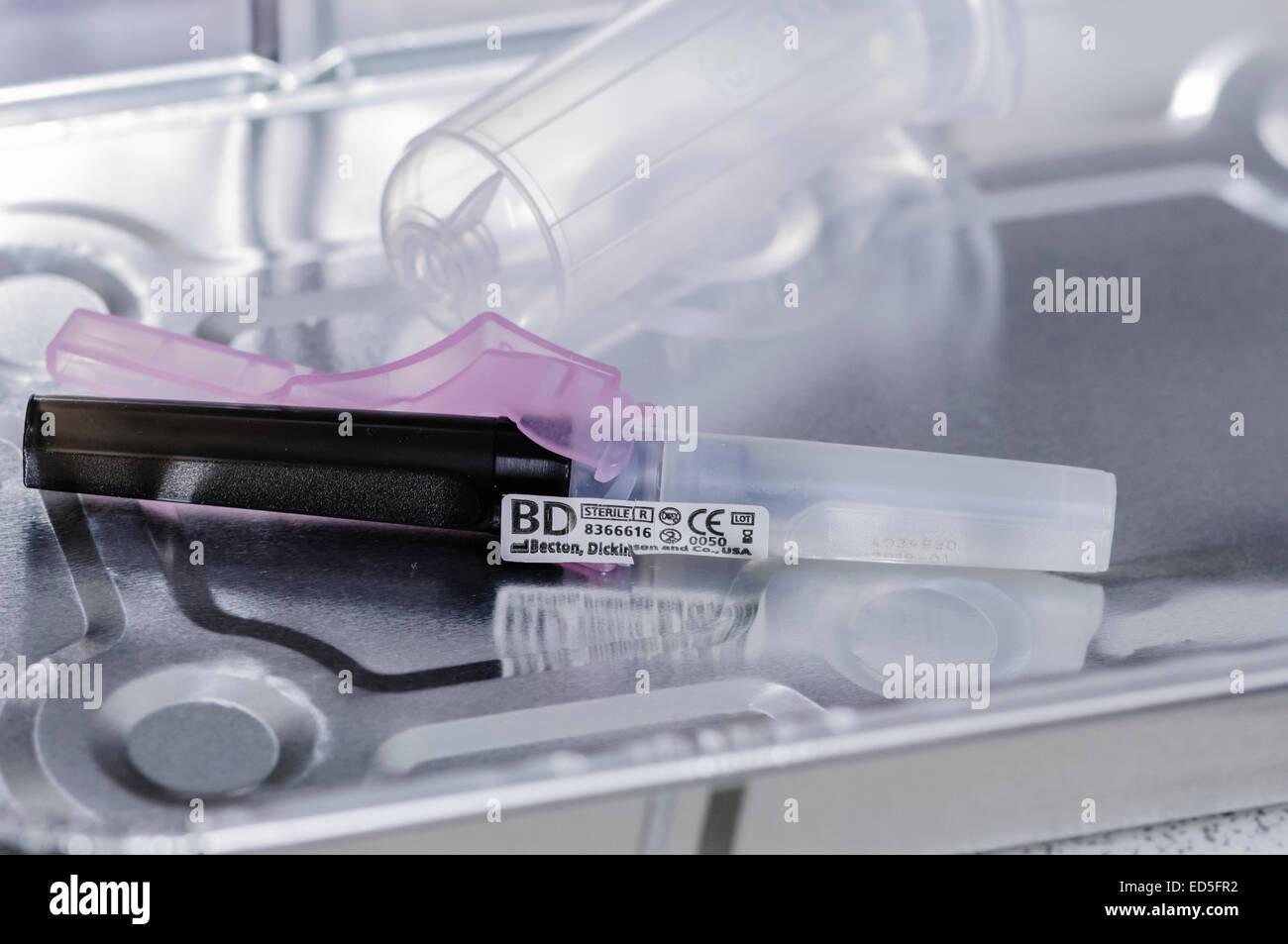 Une aiguille noire BD Vacutainer prêt à l'emploi. Photo Stock