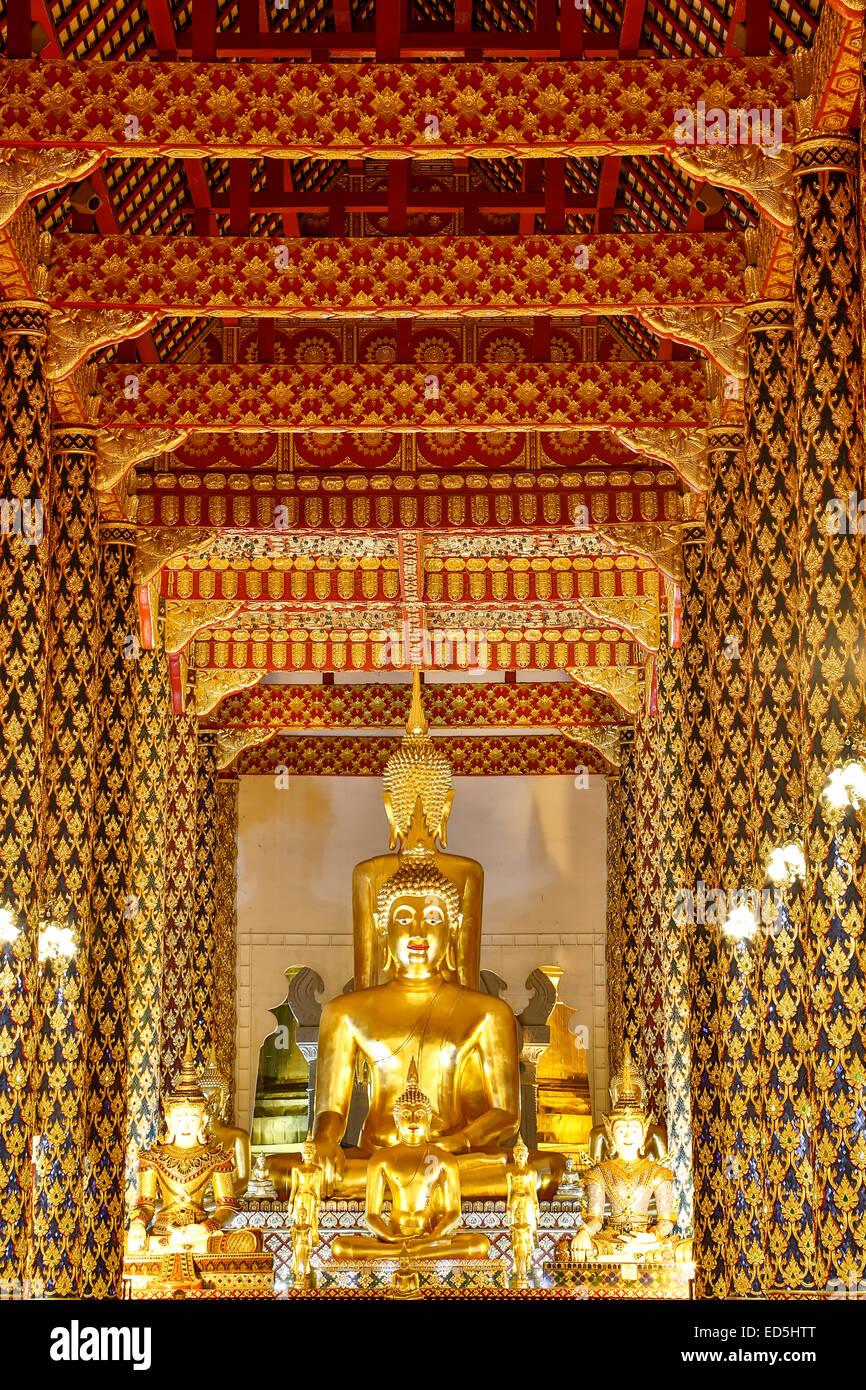 Statue de Bouddha, salle de prière, Wat Suan Dok, Chiang Mai, Thaïlande Photo Stock
