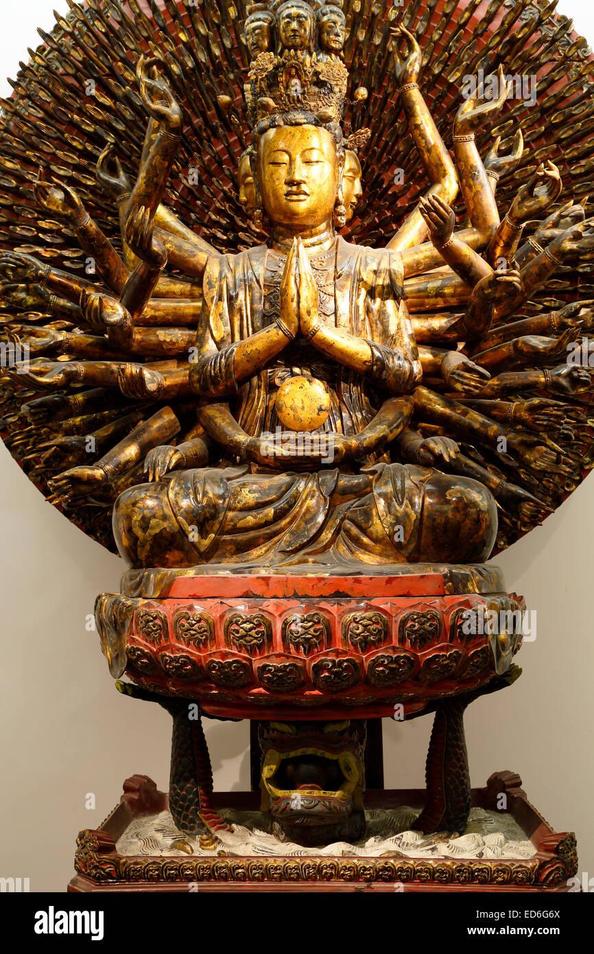 Mille armés et mille-eyed Avalokiteshvara, Musée des beaux-arts du Vietnam, Hanoi, Vietnam Banque D'Images