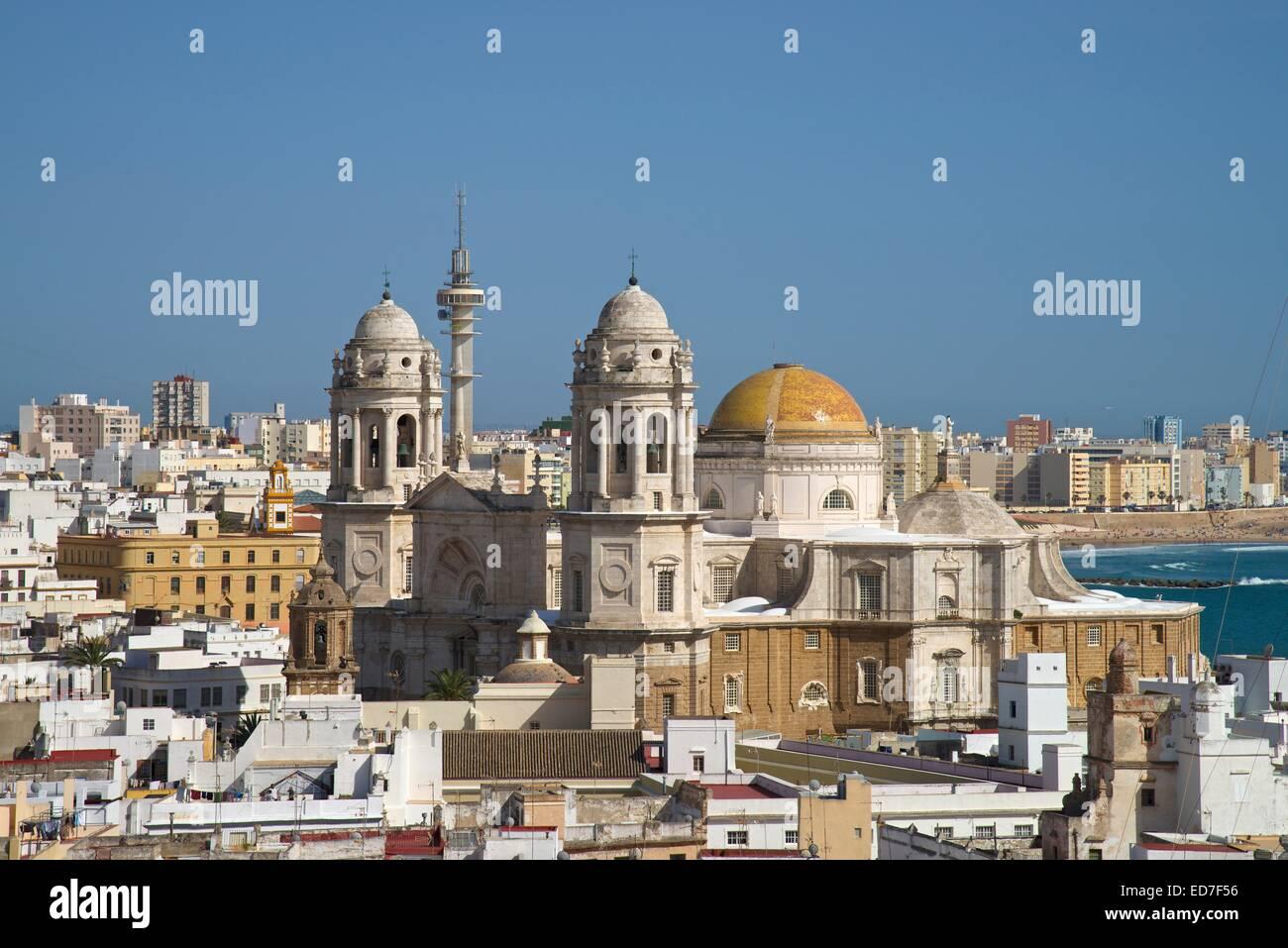 Vue depuis la tour Torre Tavira à Cadix Cathédrale, également nouvelle cathédrale, Cadix, Costa de la Luz, Andalousie, Espagne Banque D'Images