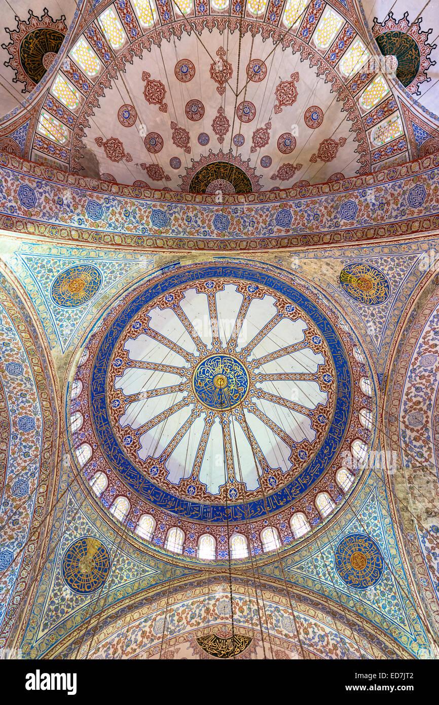 Orné ornate dômes de la Mosquée Bleue, Sultanahmet Camii ou Mosquée Sultan Ahmed à Istanbul, Photo Stock
