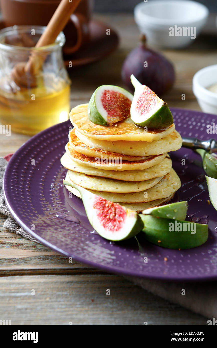 Pancakes aux figues et au miel, de l'alimentation Photo Stock