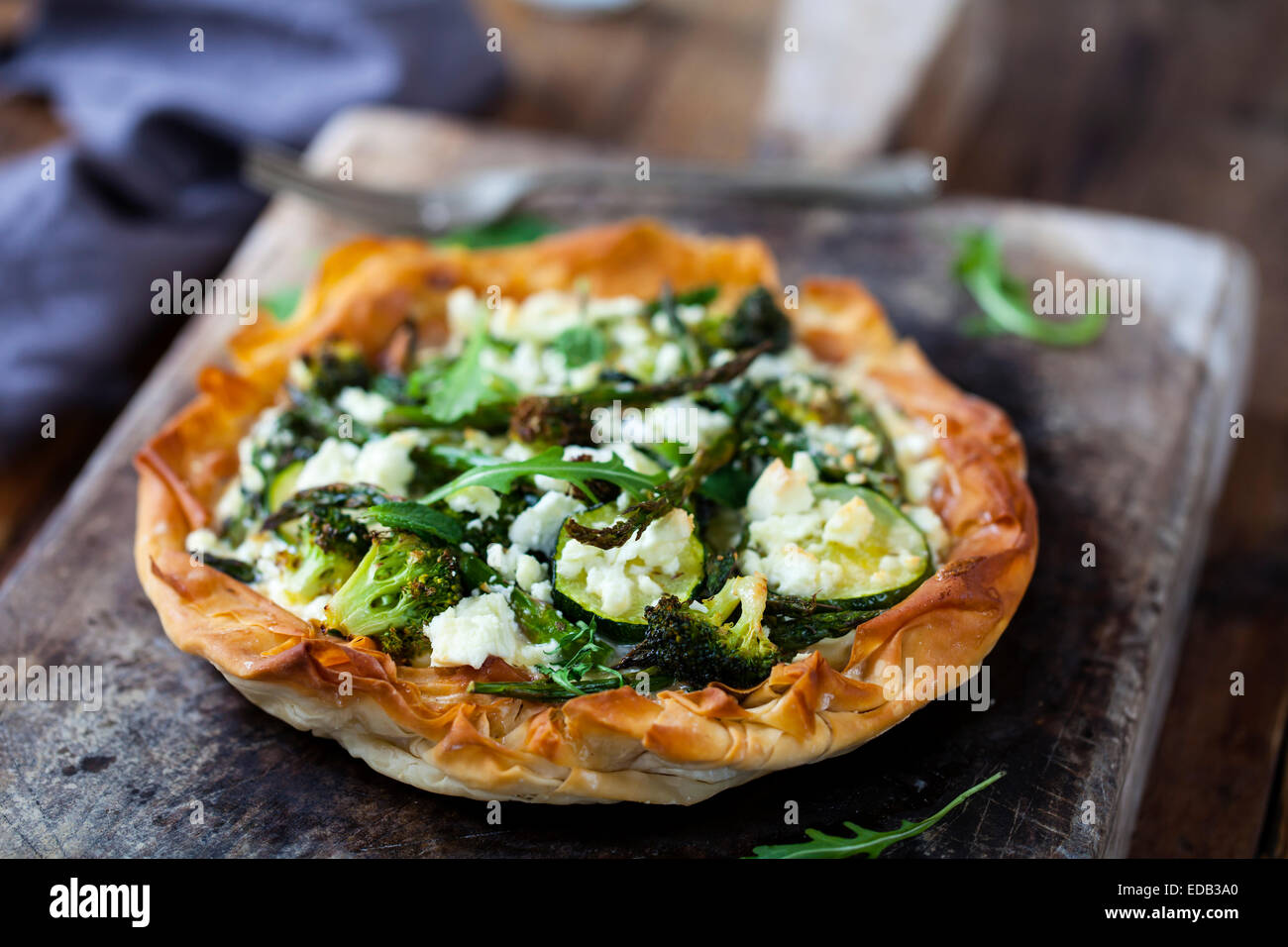 Pâte filo tourte aux légumes verts rôti Photo Stock