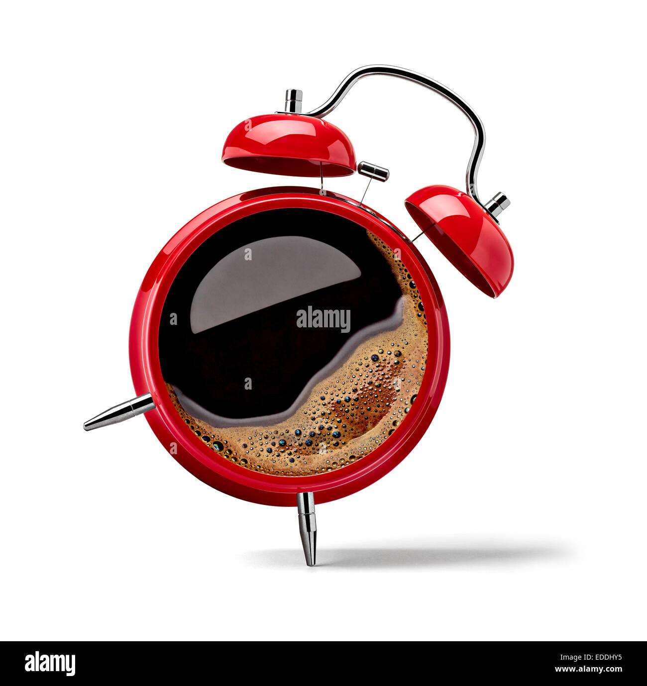 Réveil rouge avec du café noir Photo Stock