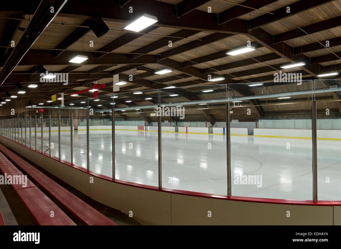 Ice Arena de l\'intérieur derrière une vitre dans l\'ouest de saint ...