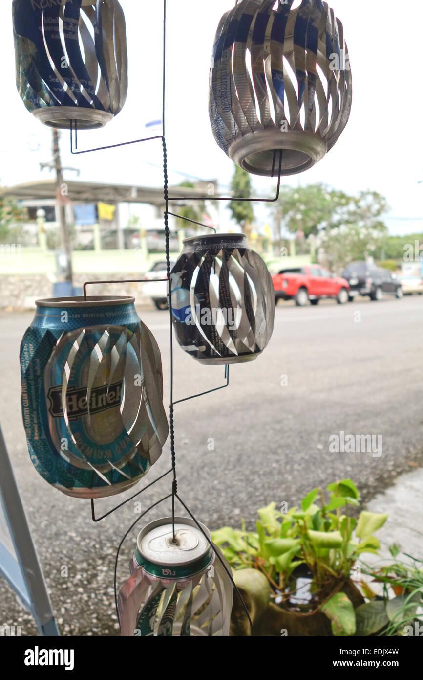 Le vent peut spinner faite de cannettes de bière, Krabi, Thaïlande, Asie du sud-est. Photo Stock