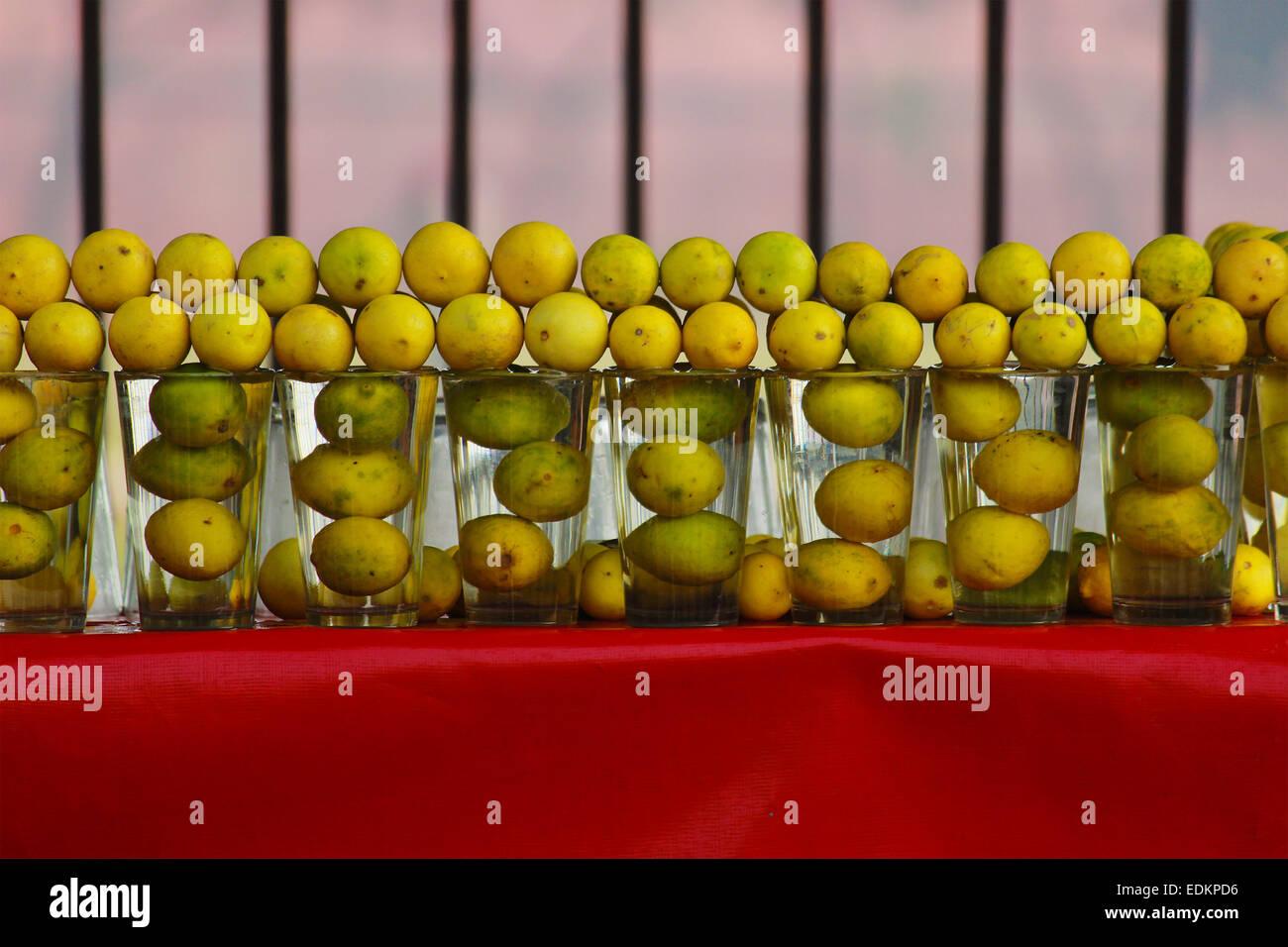 Boissons, carafe, agrumes, froid, cubes, verre, frais, fruits, jardin, verre, faits maison, de la glace, l'icecube, jug, jus, citron, limonade, Banque D'Images