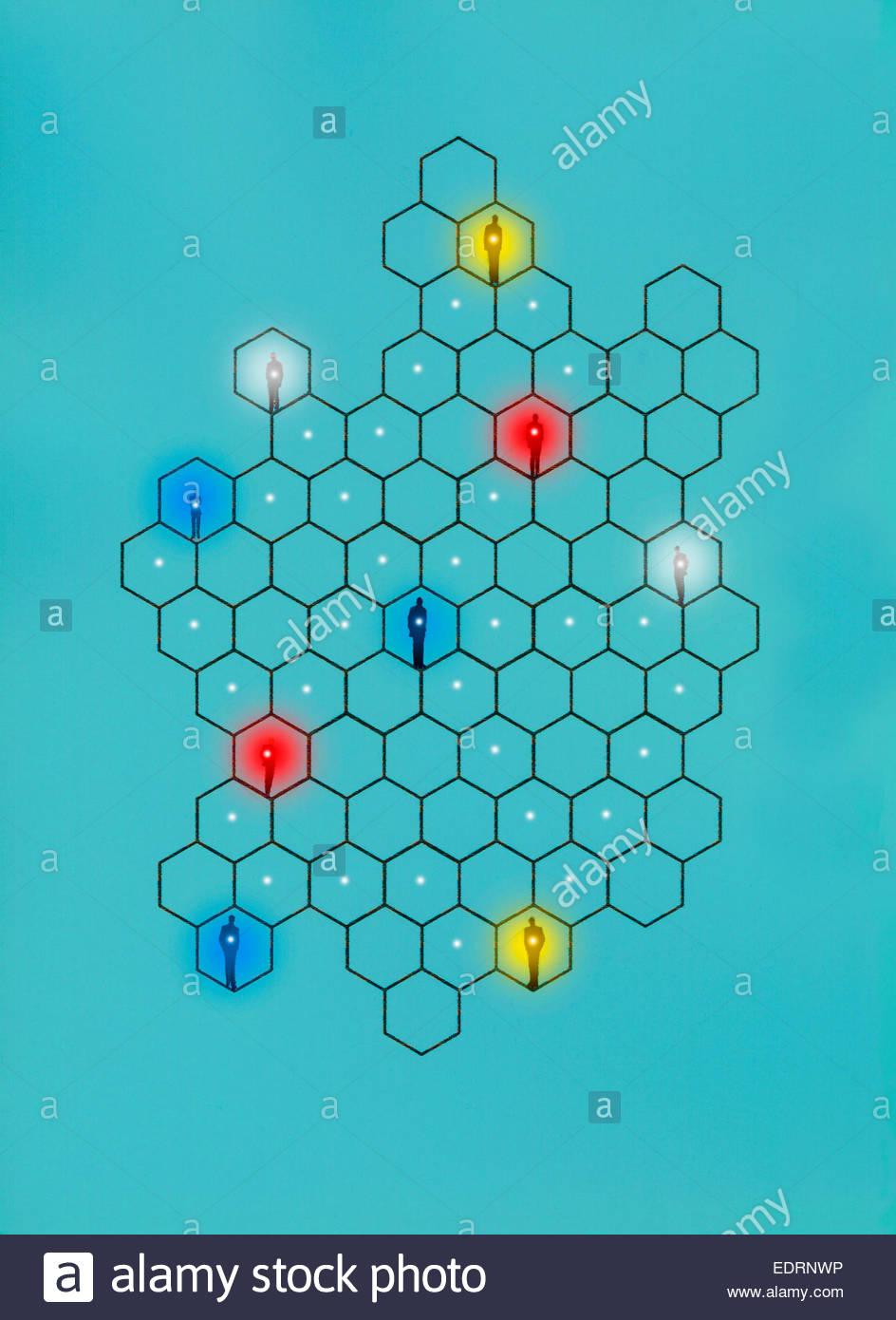 Les hommes d'affaires brillants connectés en réseau hexagonal de grille Photo Stock