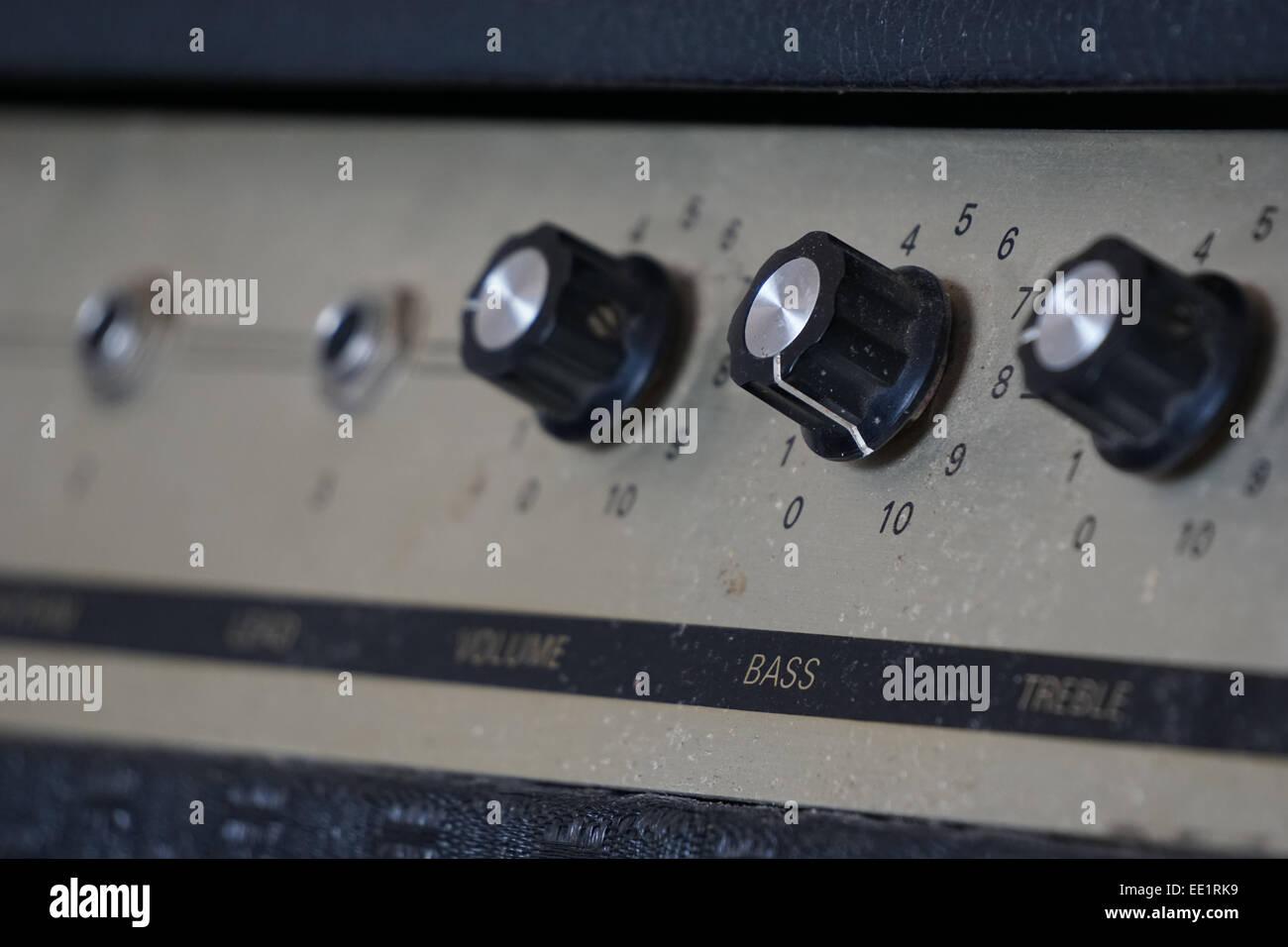 amplificateur brancher à la radio de stock
