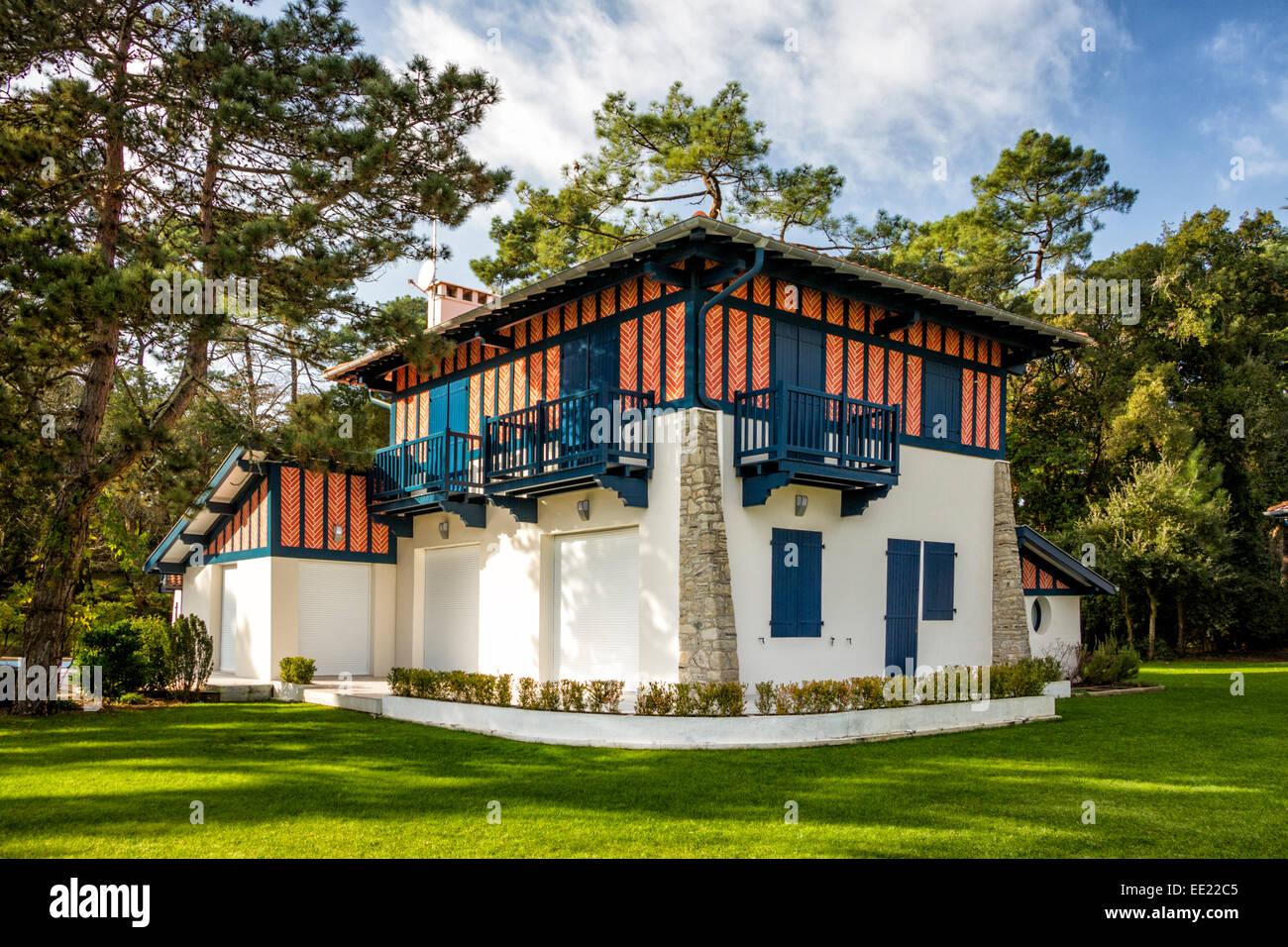 Dans les landes, une villa dans le style basco landais (Hossegor - France). Hossegor Maison. Photo Stock