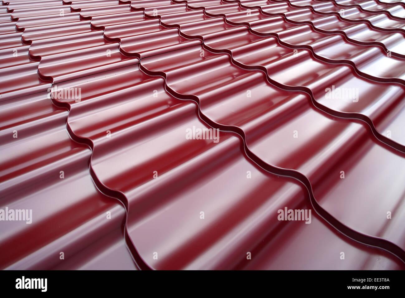 Toit en Acier peint de couleur rouge. d'acier peint Motif couleur rouge pour la construction en métal matériau Photo Stock