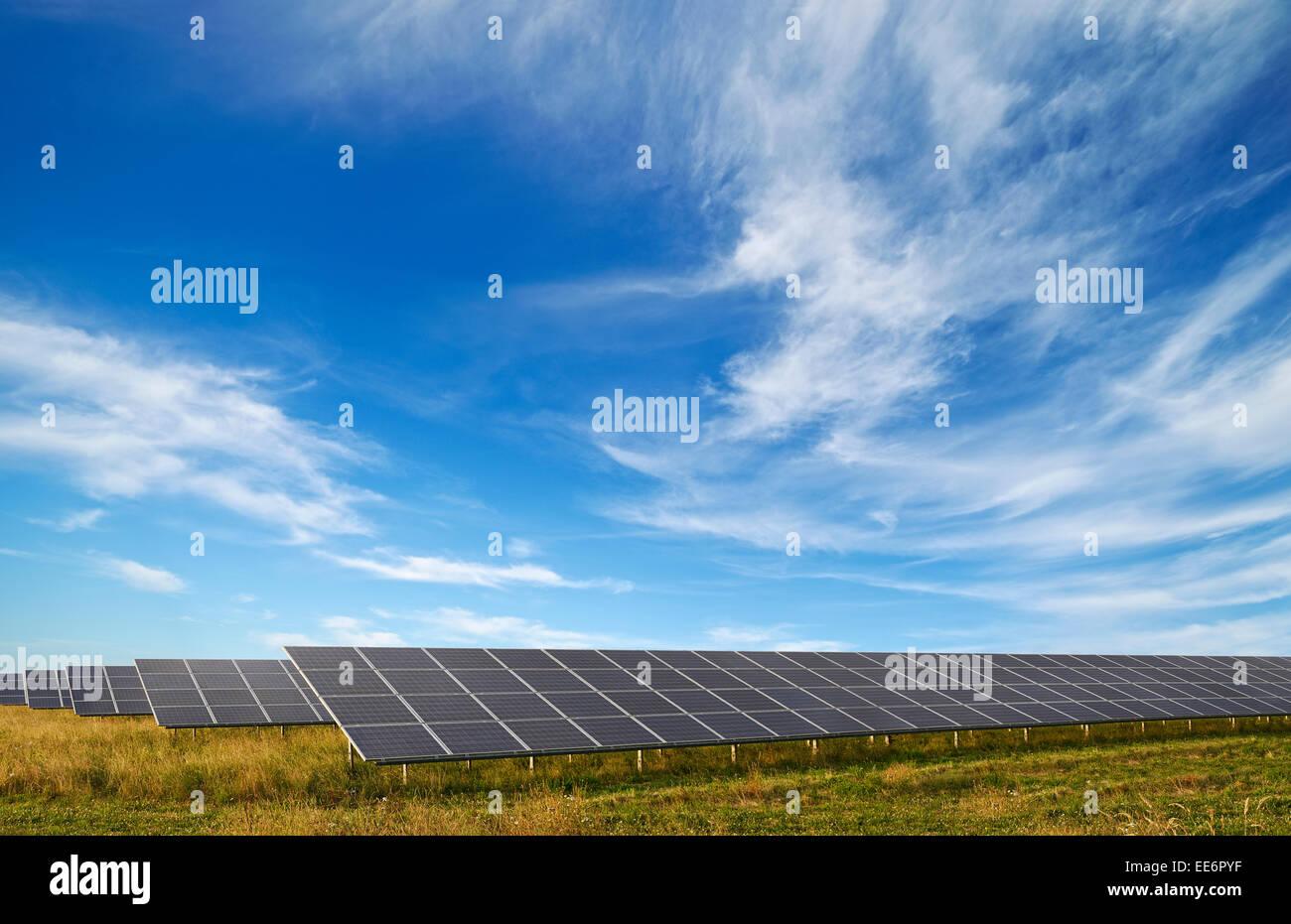 Des panneaux solaires à un parc solaire, Watchfield, Oxfordshire, UK. Photo Stock